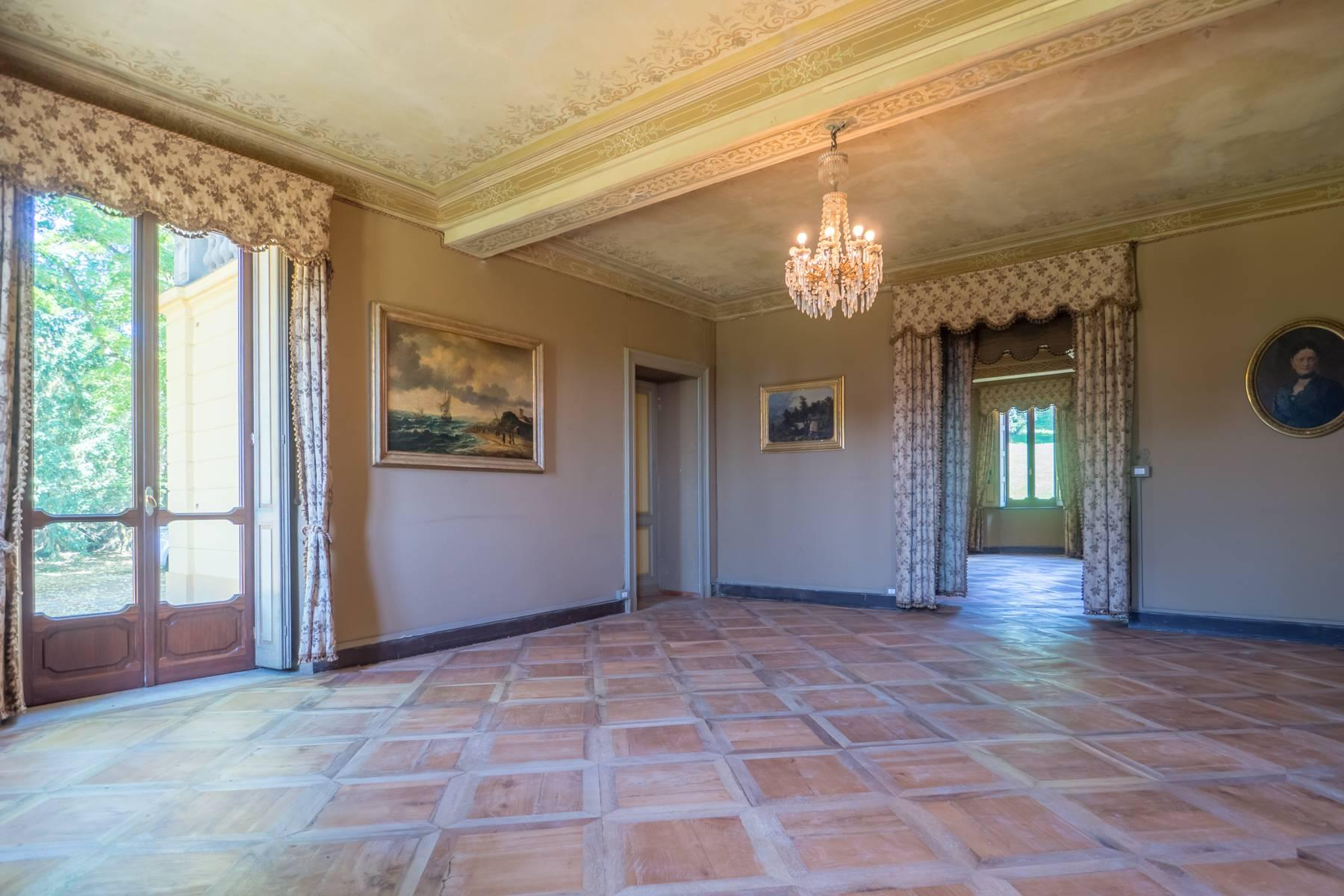Elegante Historische Villa mitten im Grünen - 3