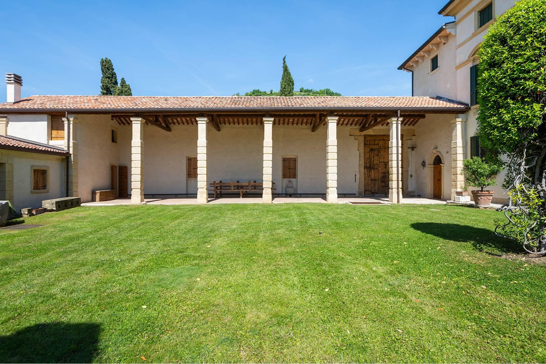 Historische Villa mit Park und prächtigem alten Keller, umgeben von Weinbergen - 28