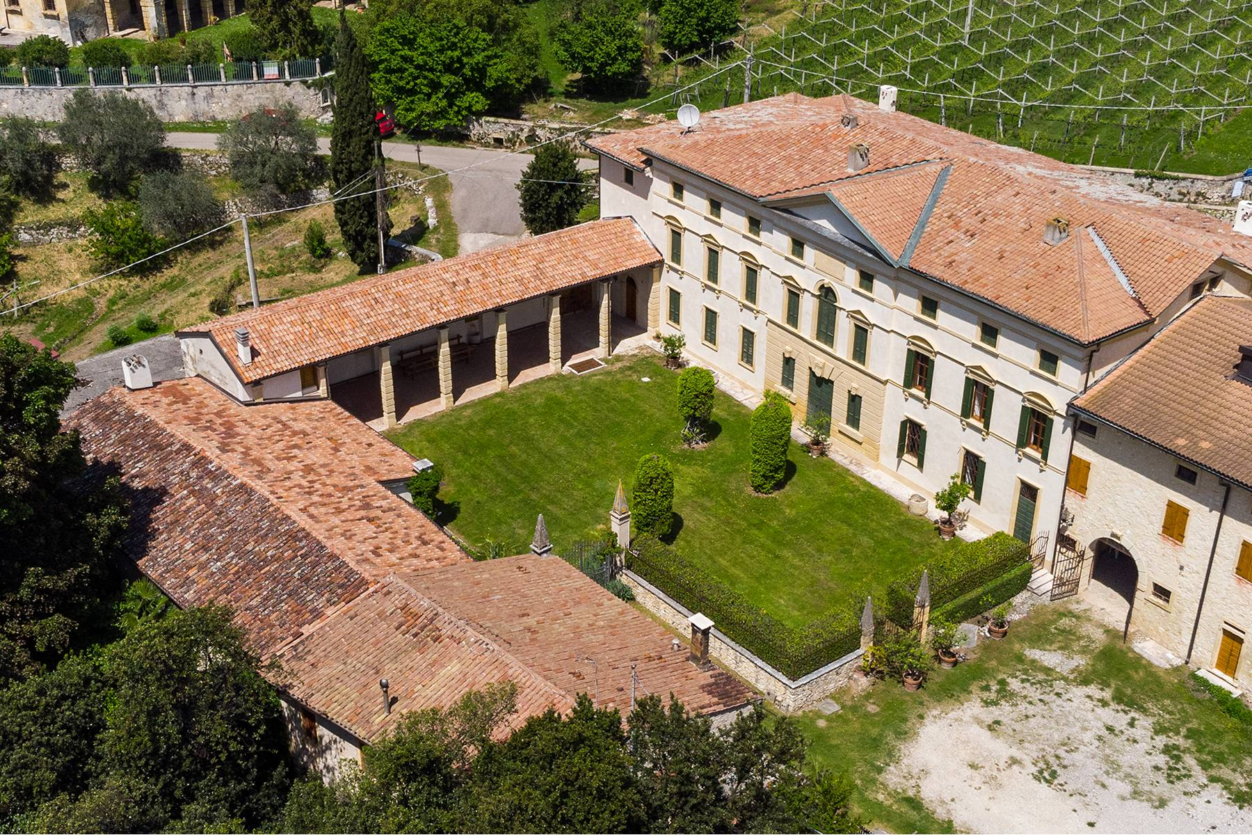 Historische Villa mit Park und prächtigem alten Keller, umgeben von Weinbergen - 2