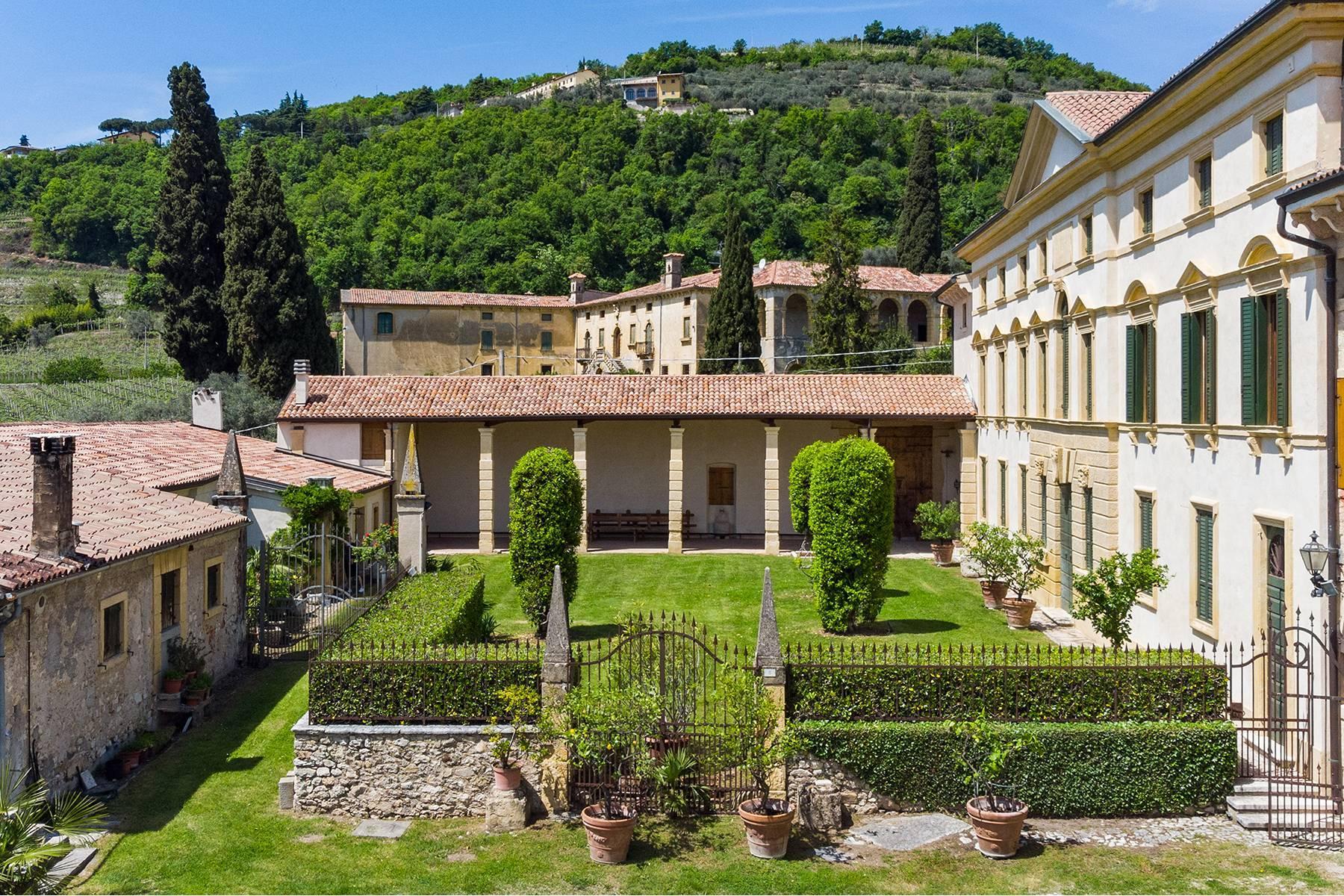Historische Villa mit Park und prächtigem alten Keller, umgeben von Weinbergen - 40