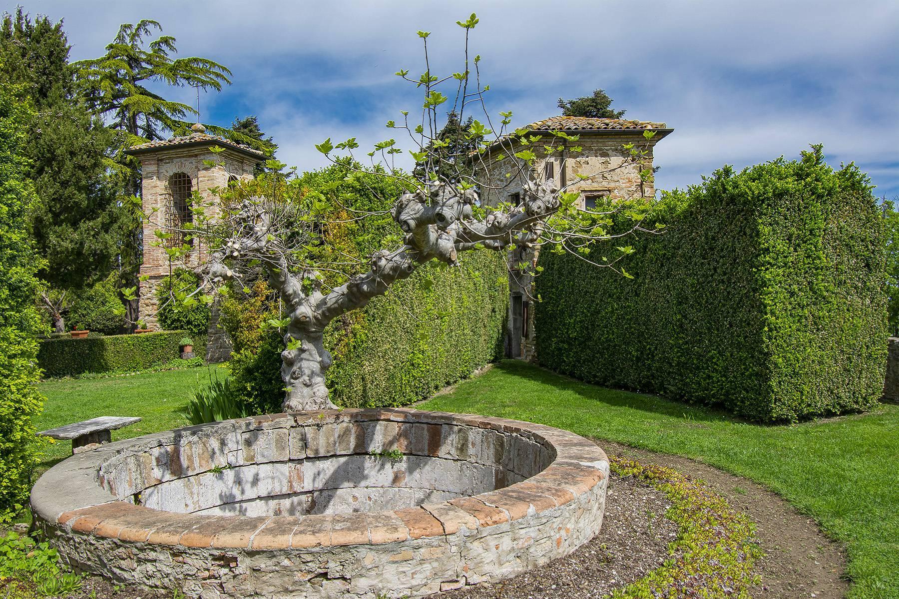 Magnifico castello del 1200 che domina l'antico villaggio di Monteleone - 36