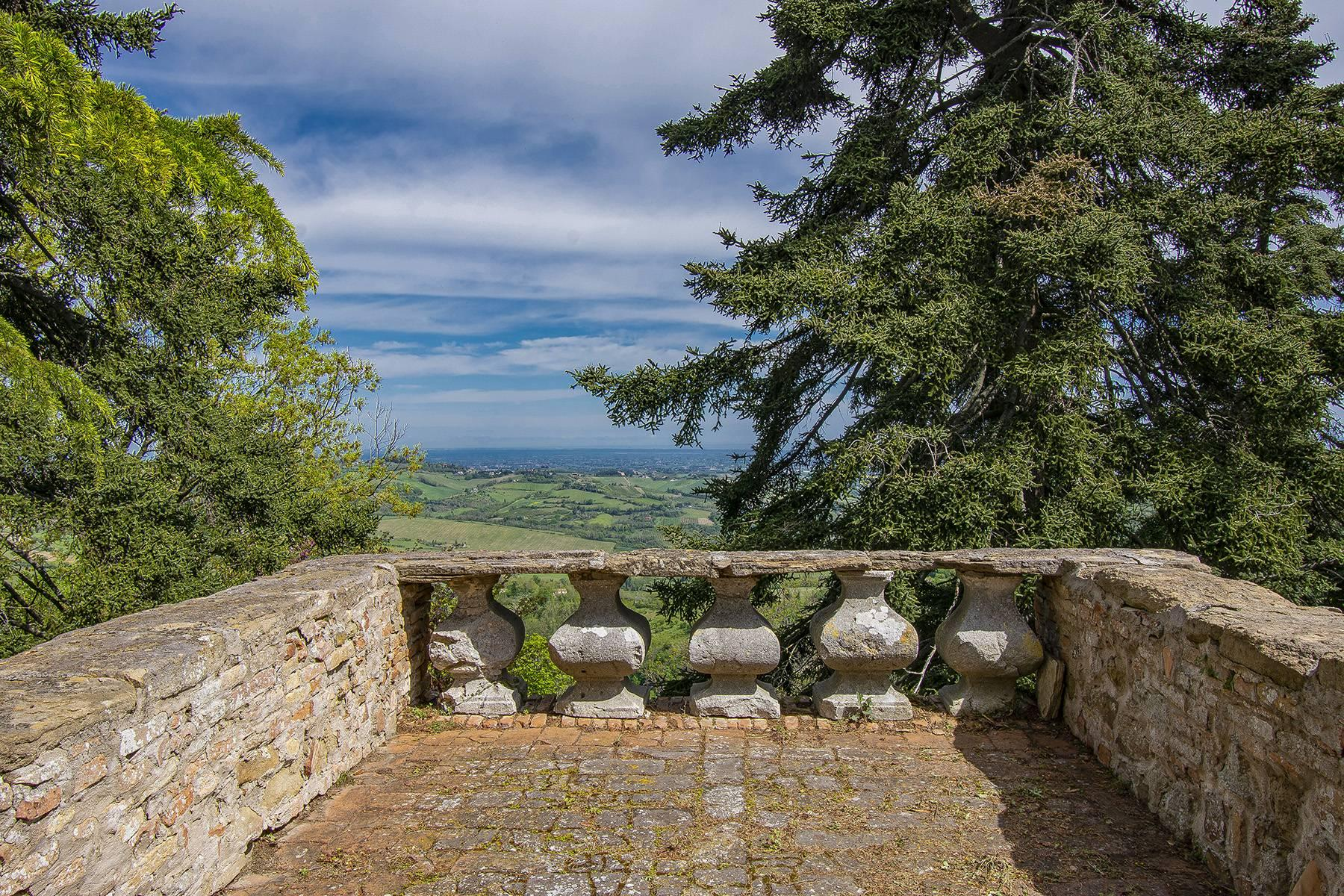 Magnifico castello del 1200 che domina l'antico villaggio di Monteleone - 33