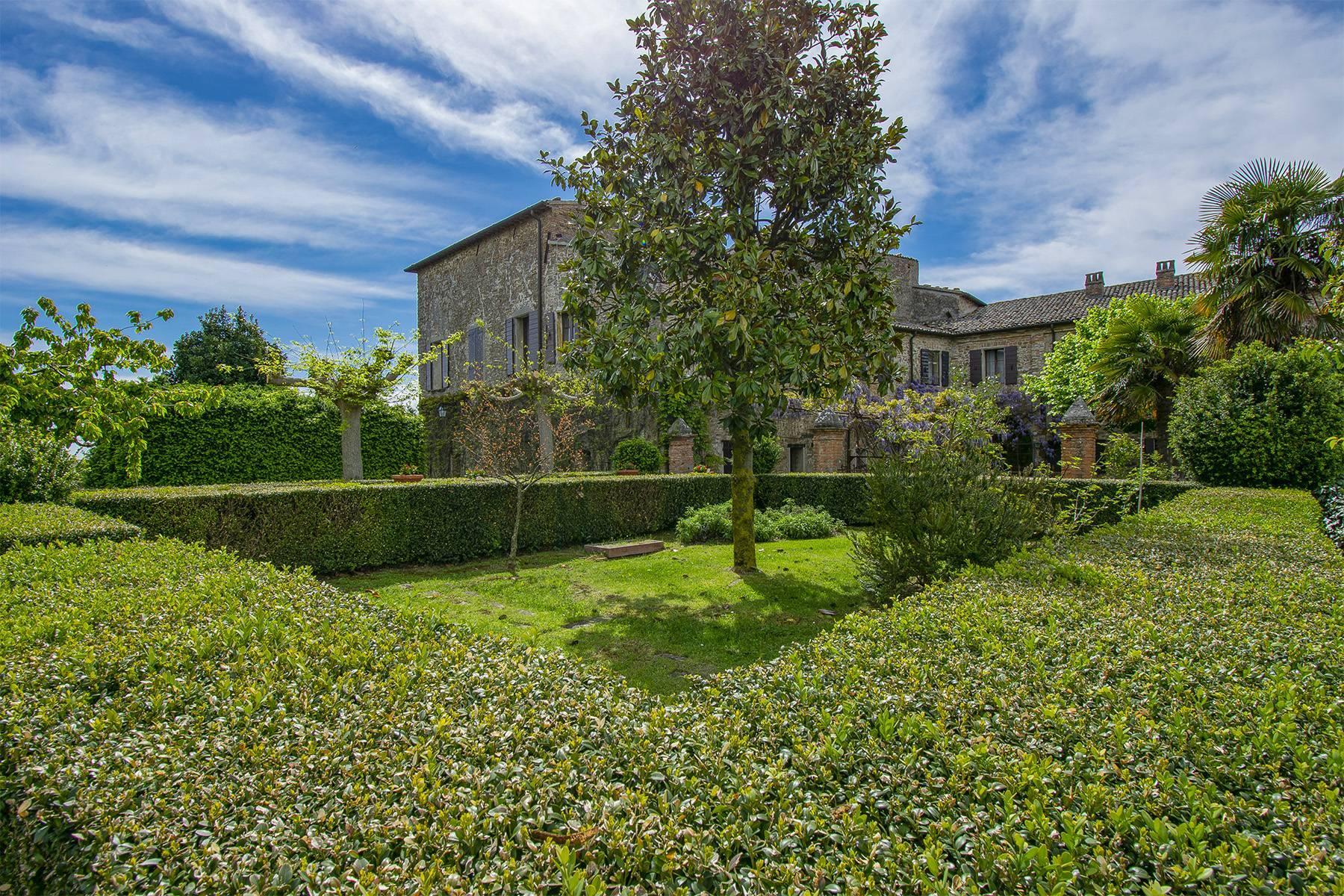 Magnifico castello del 1200 che domina l'antico villaggio di Monteleone - 35