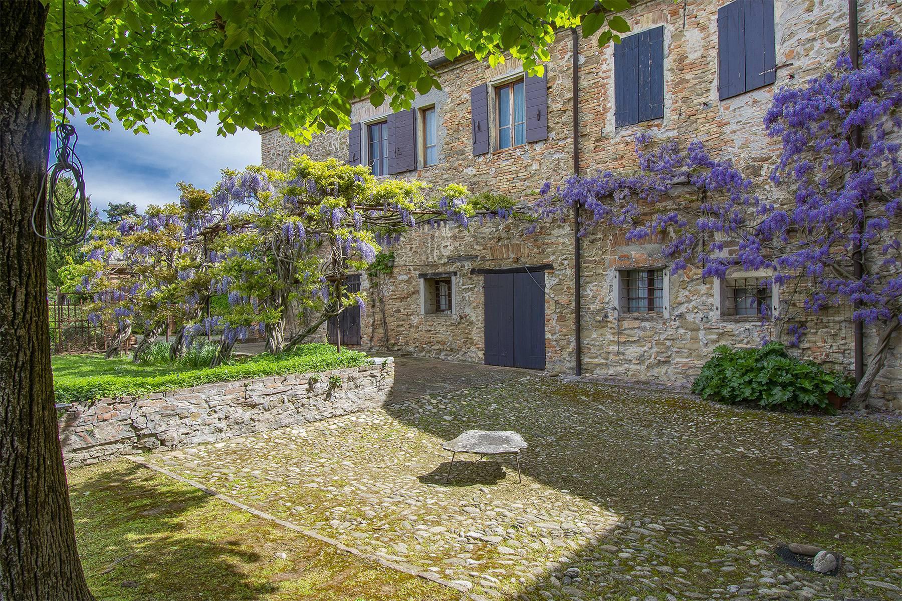 Magnifico castello del 1200 che domina l'antico villaggio di Monteleone - 9