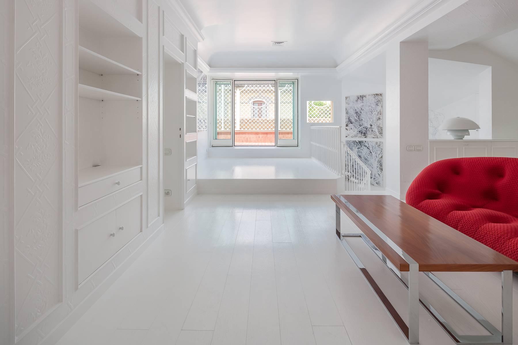 Top-floor apartment for rent in Via Tamburini - 10