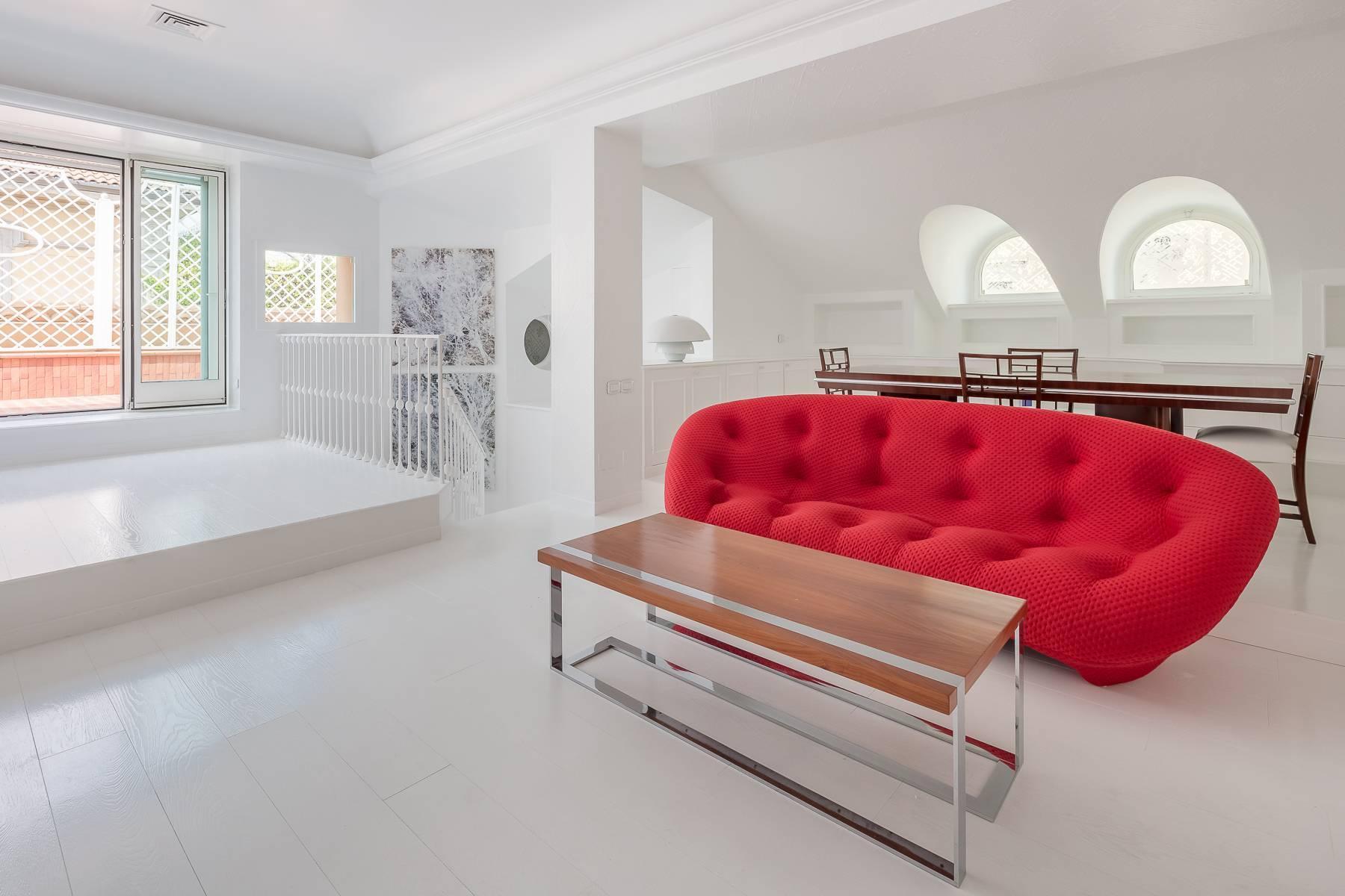 Top-floor apartment for rent in Via Tamburini - 12