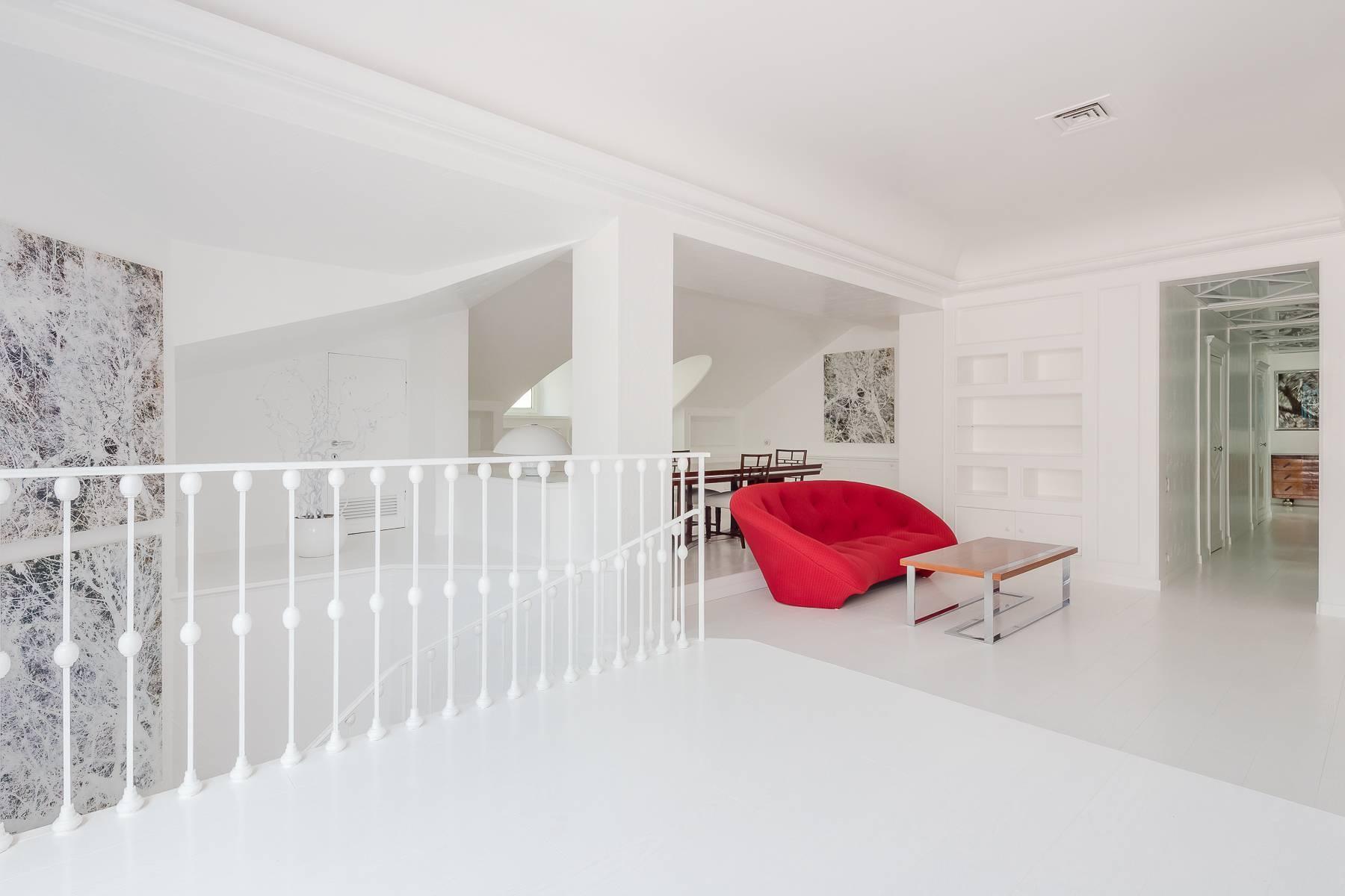 Top-floor apartment for rent in Via Tamburini - 11