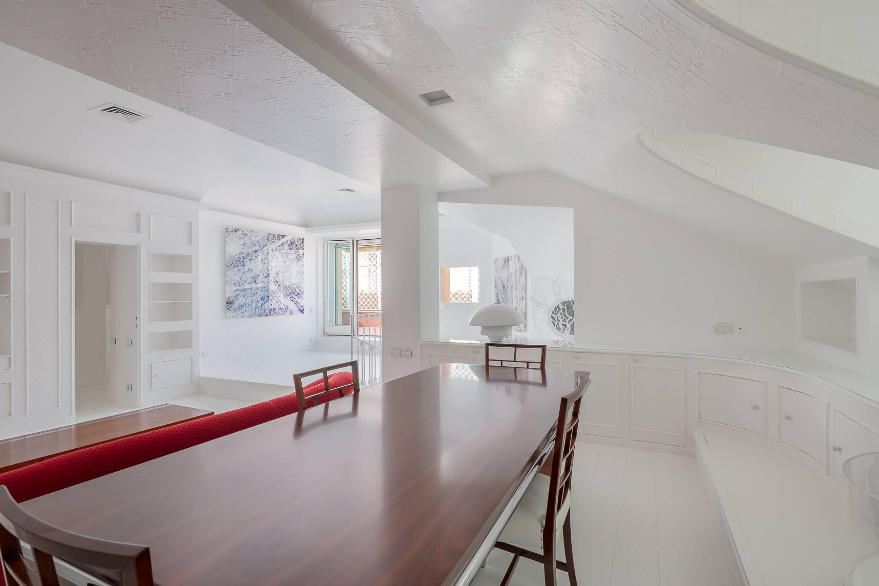 Top-floor apartment for rent in Via Tamburini - 14