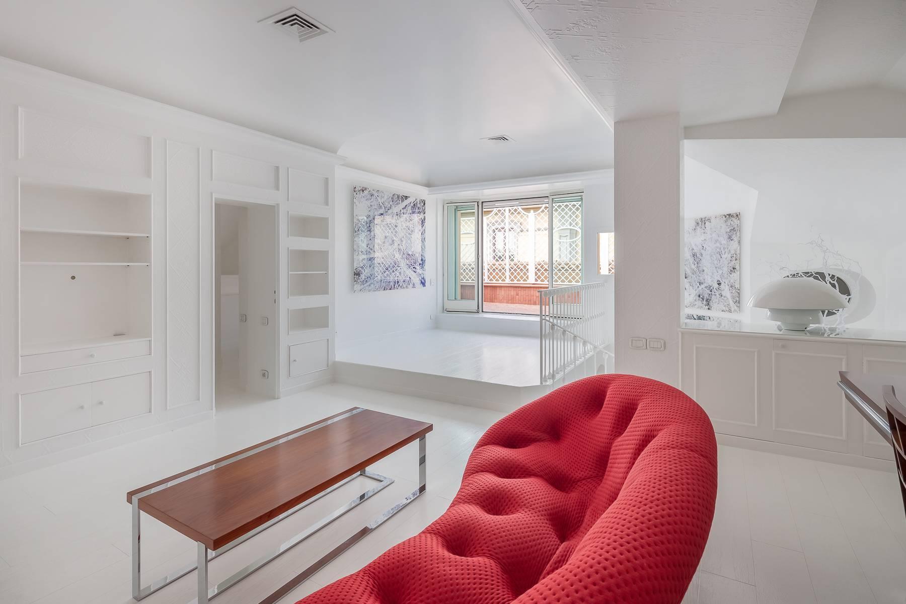 Top-floor apartment for rent in Via Tamburini - 15