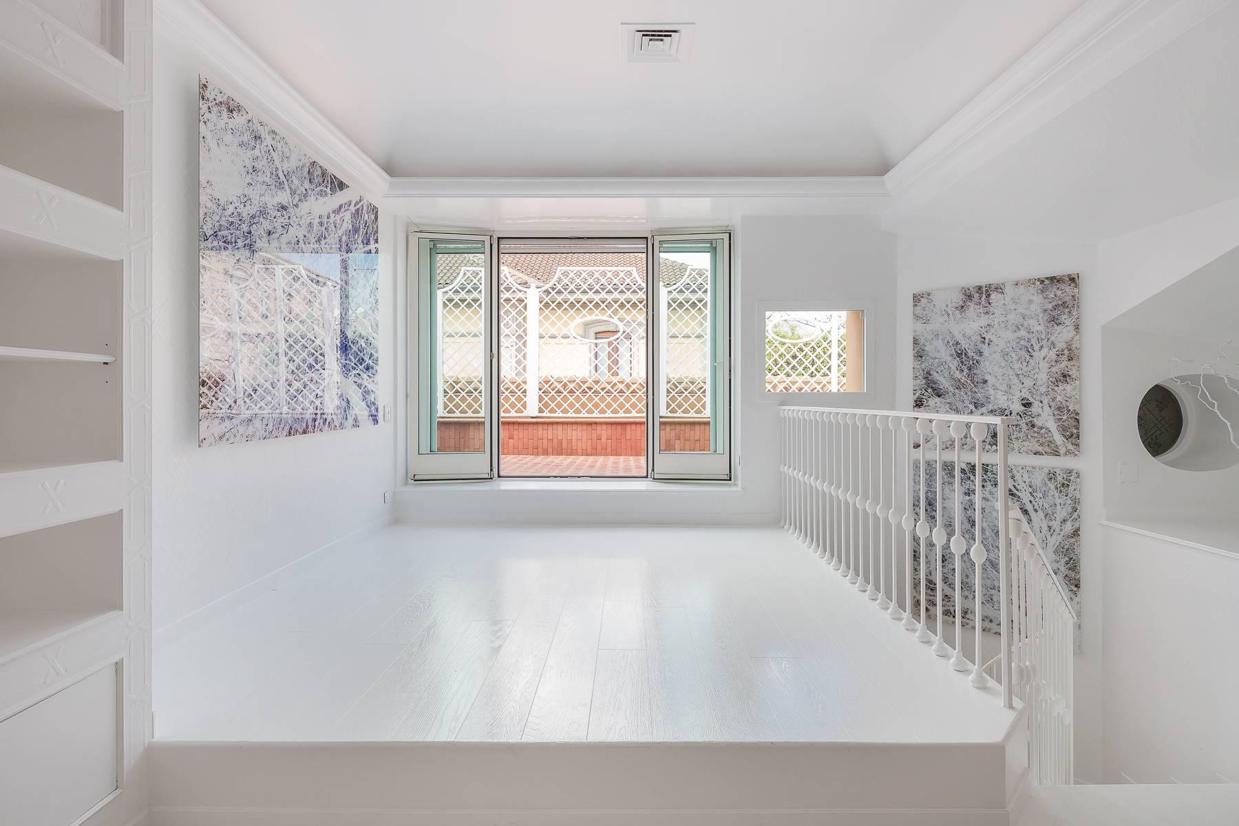 Top-floor apartment for rent in Via Tamburini - 16