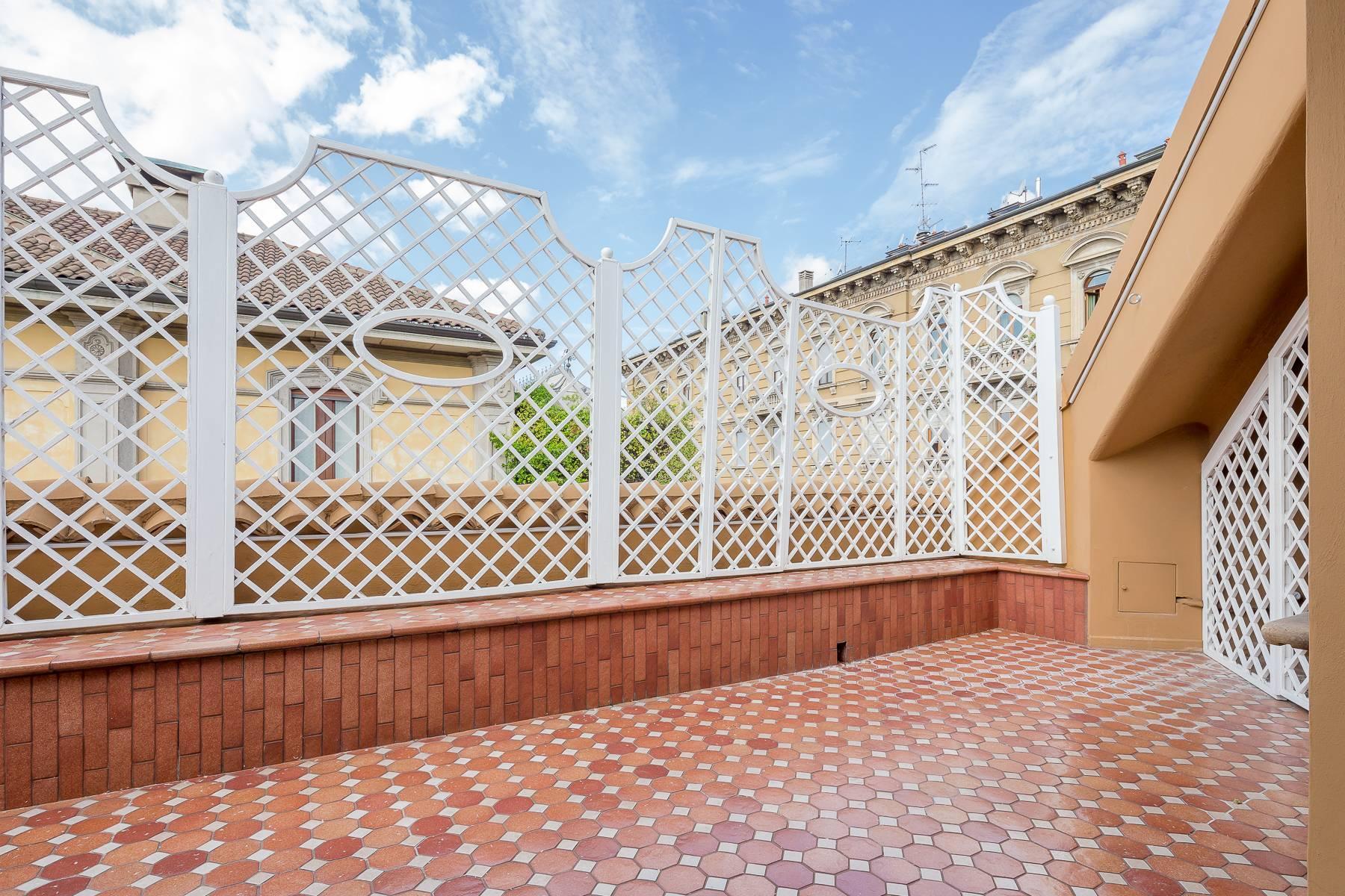 Top-floor apartment for rent in Via Tamburini - 17