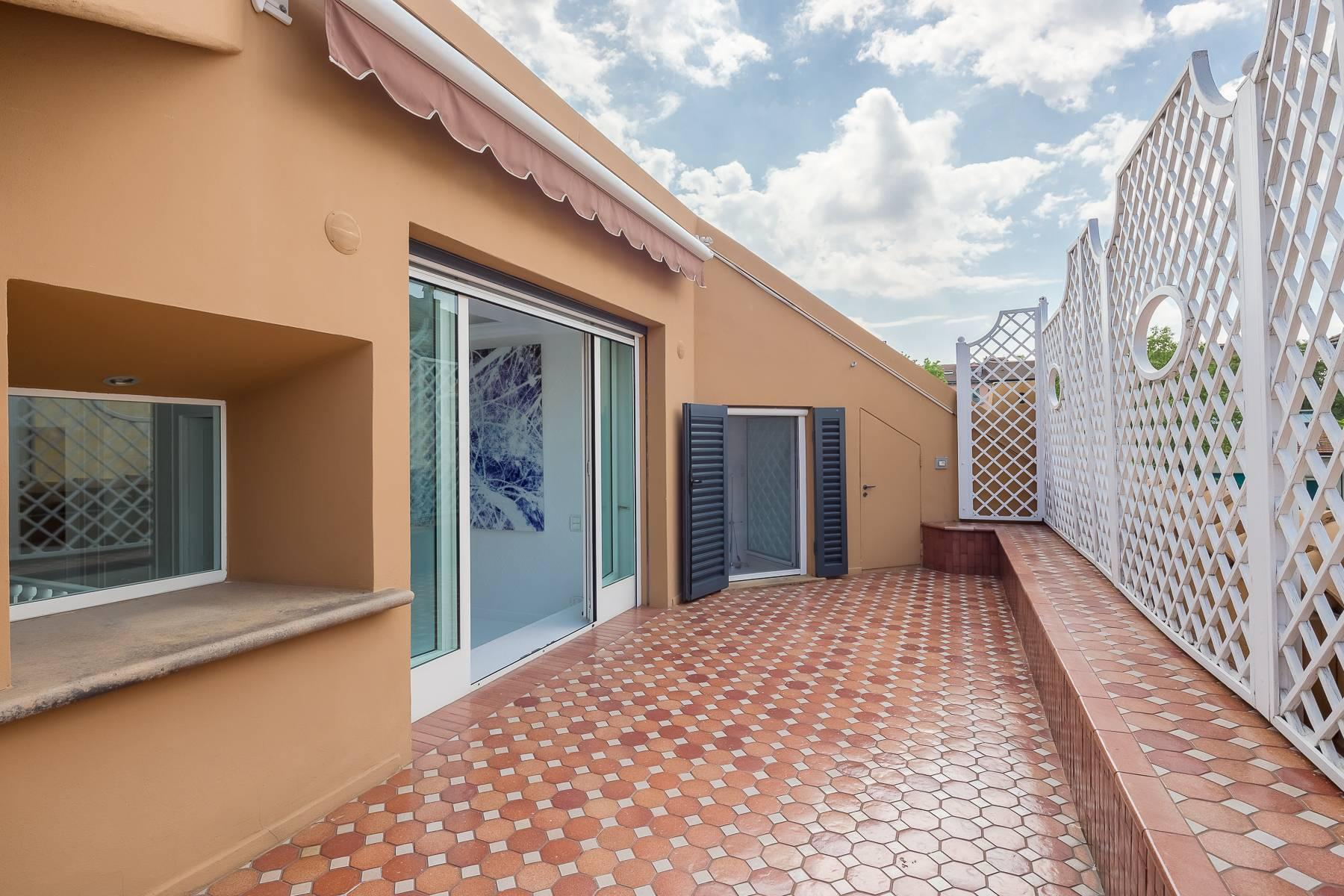 Top-floor apartment for rent in Via Tamburini - 18