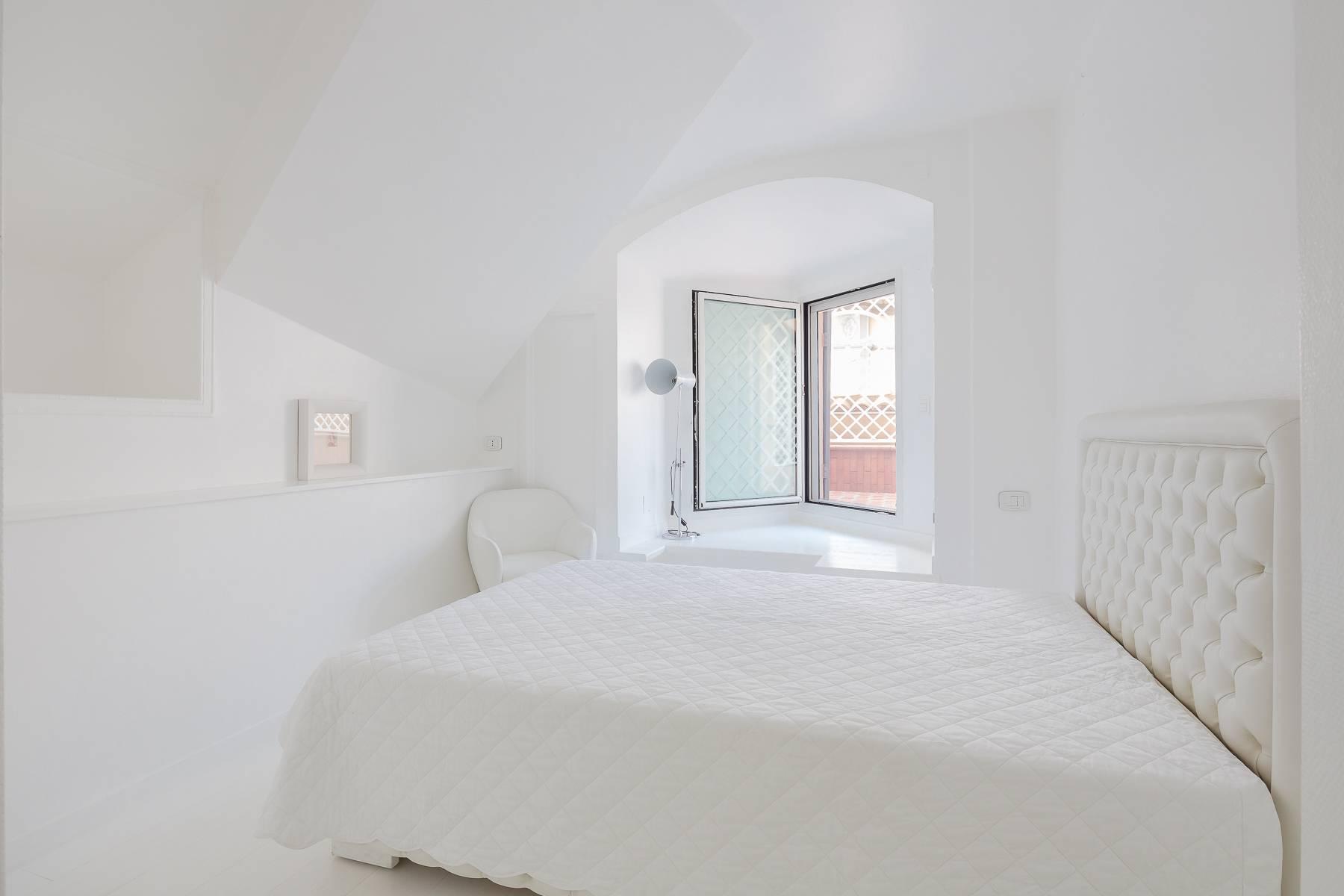 Top-floor apartment for rent in Via Tamburini - 19