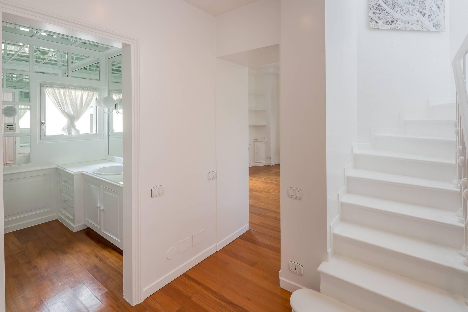 Top-floor apartment for rent in Via Tamburini - 22