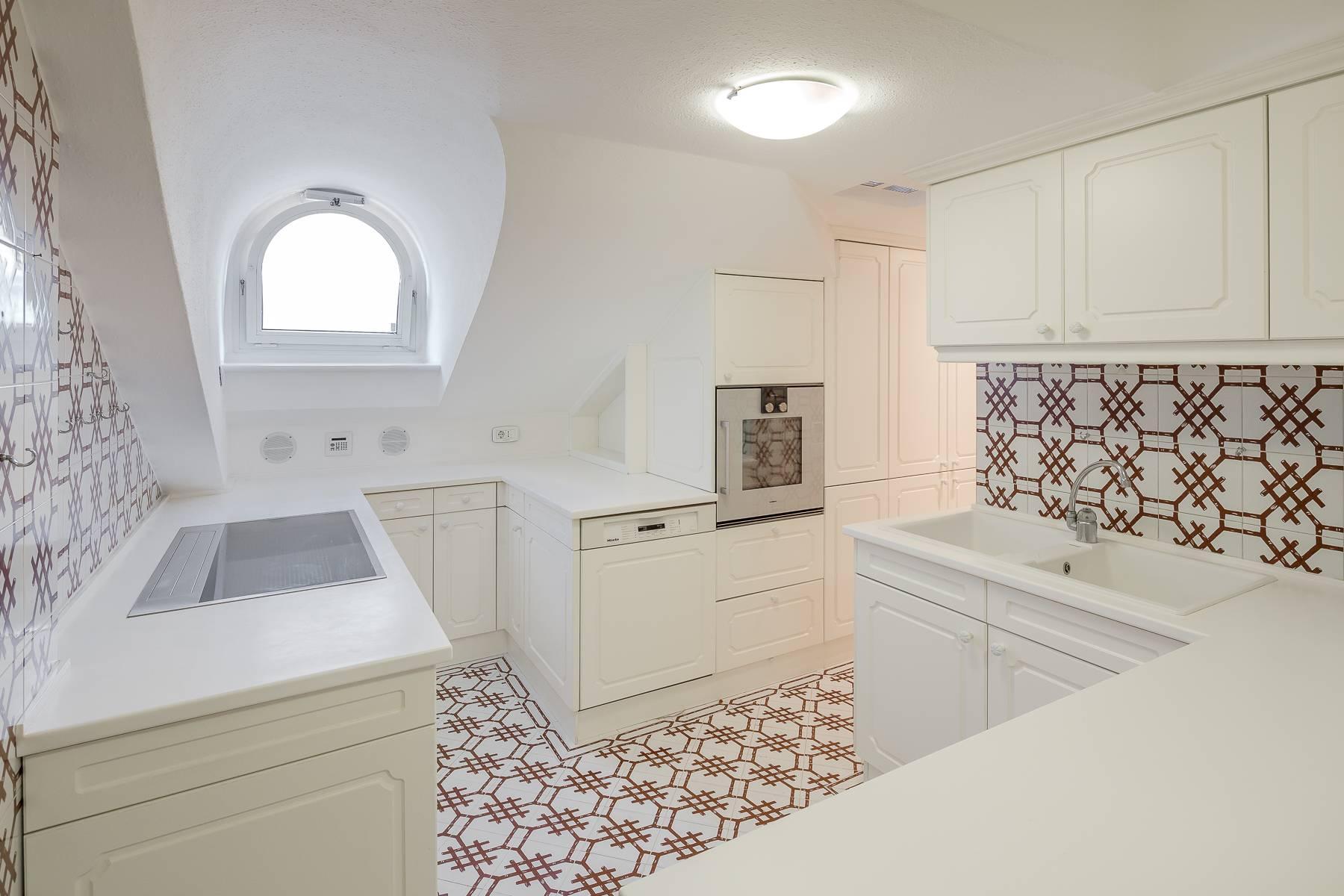 Top-floor apartment for rent in Via Tamburini - 27