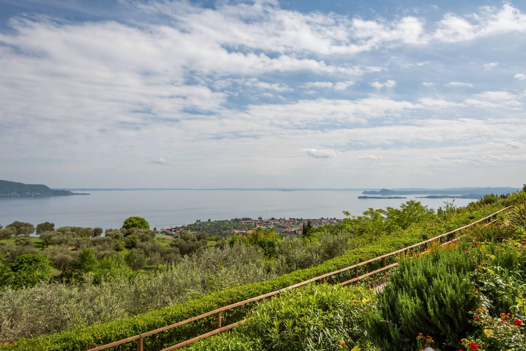 Independent villa with spectacular view - 2