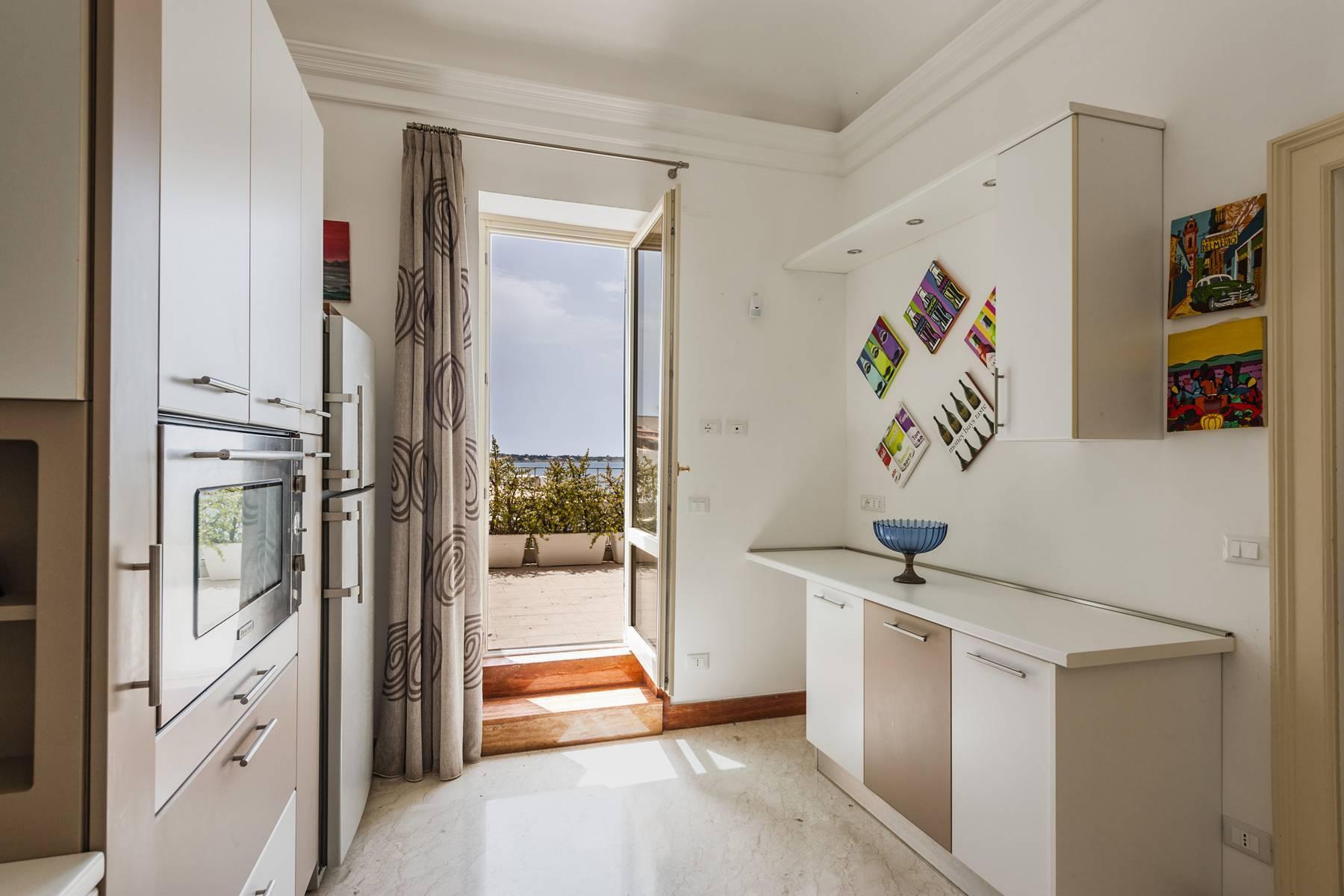 Suggestivo appartamento con terrazza e vista mare - 14