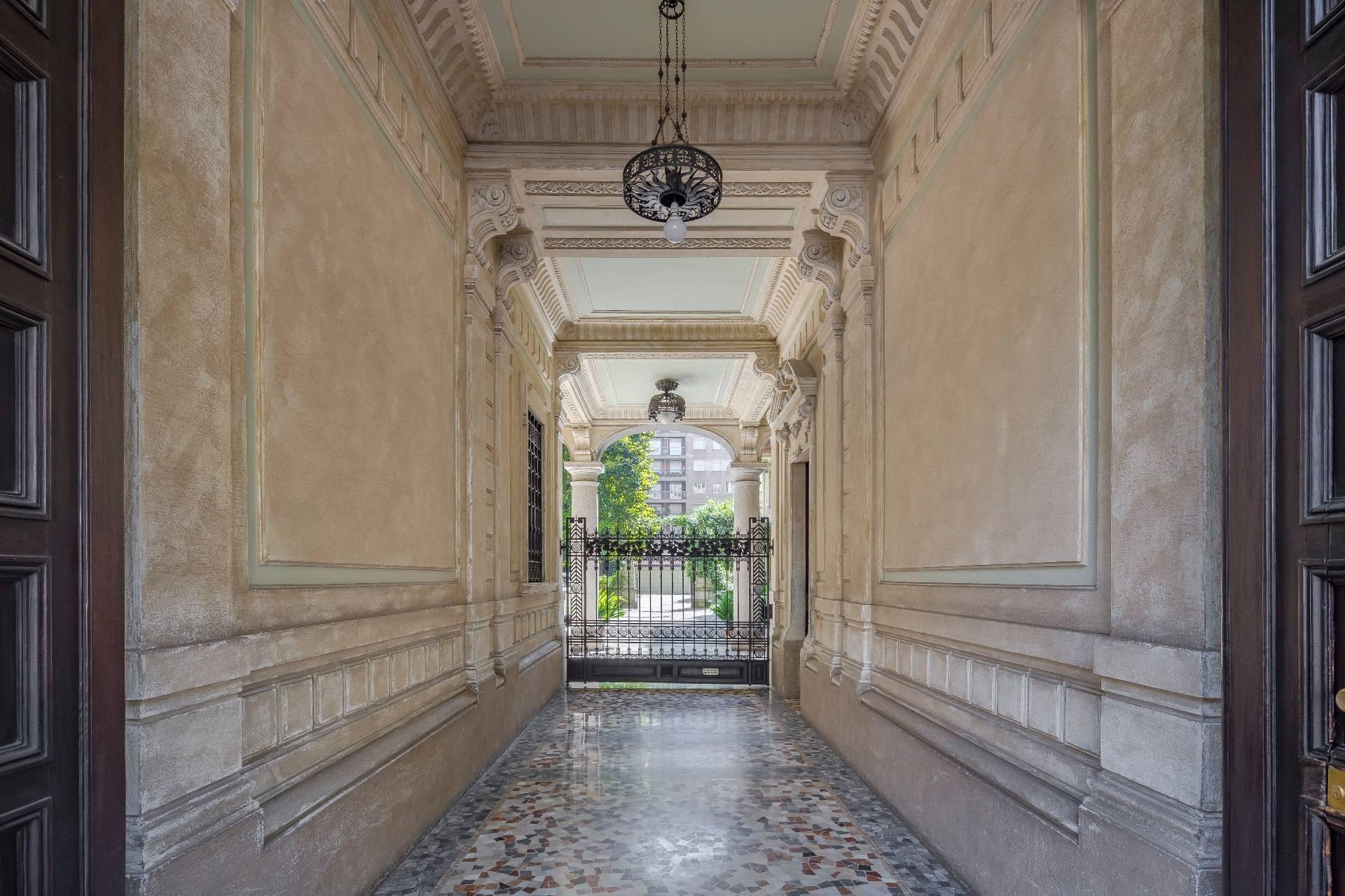 Elegant apartment in a prestigious building - 1