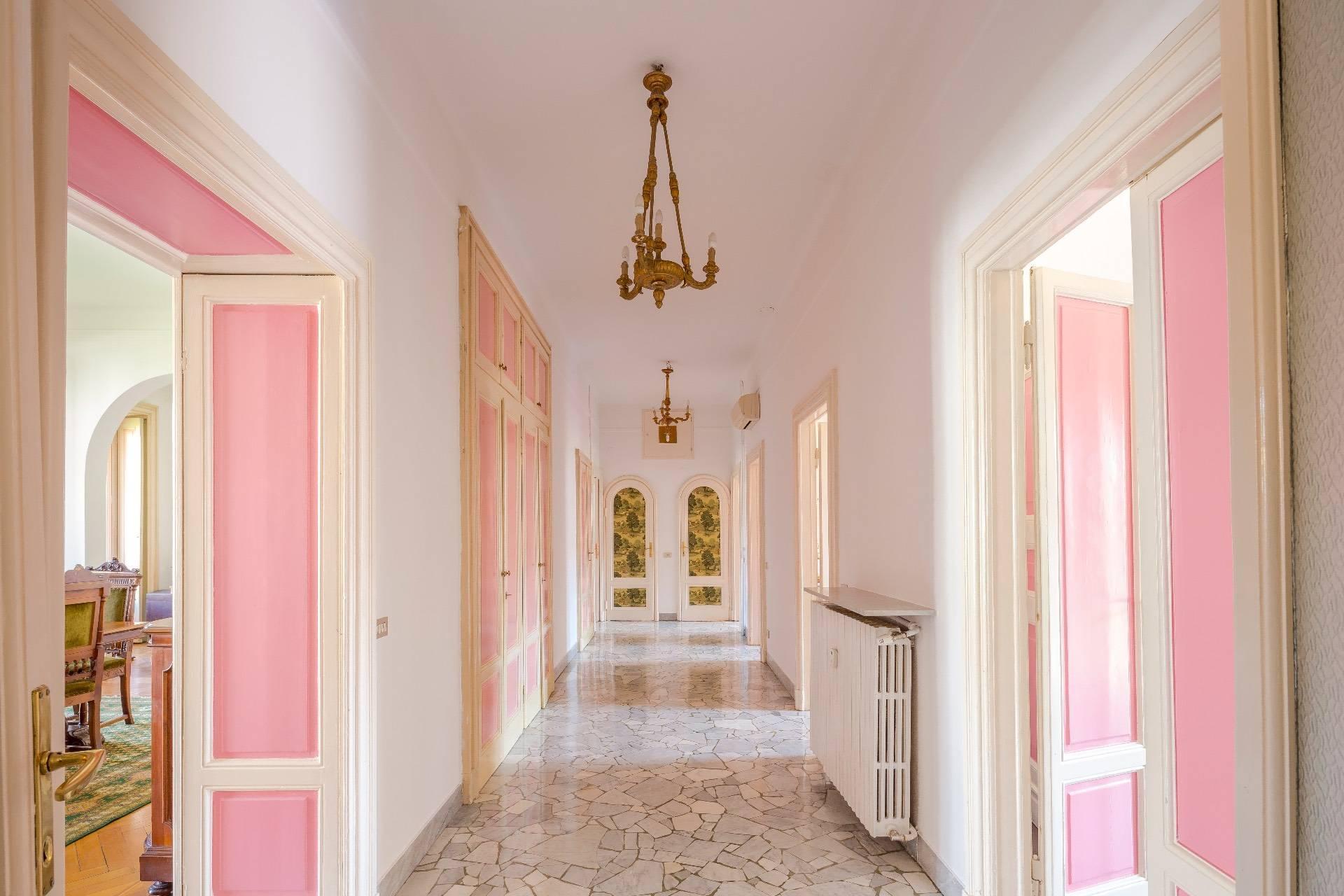 Elegant apartment in a prestigious building - 6