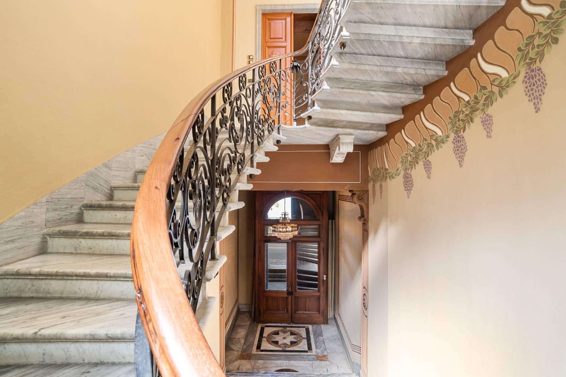 Prestigious apartment in a period building - 8