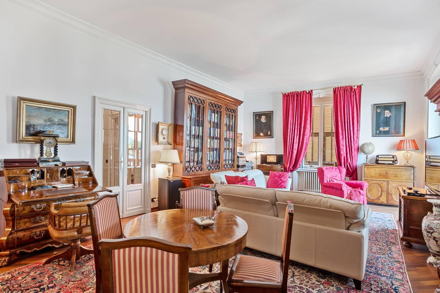 Prestigious apartment in a period building - 11