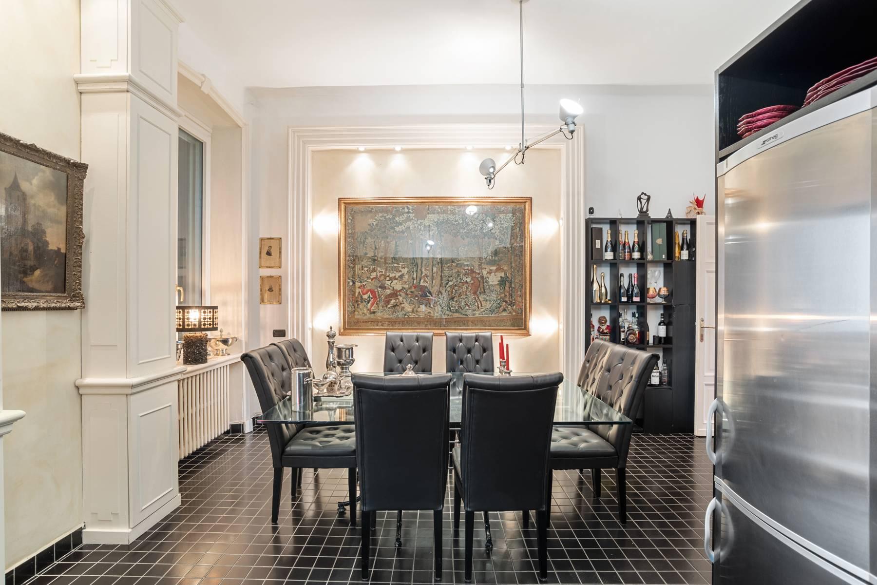 Prestigious apartment in a period building - 13