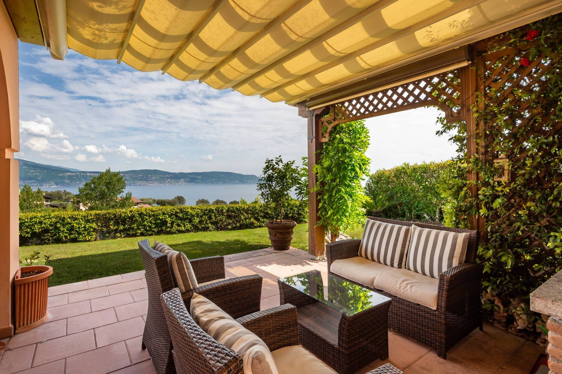 Independent villa with spectacular view - 1