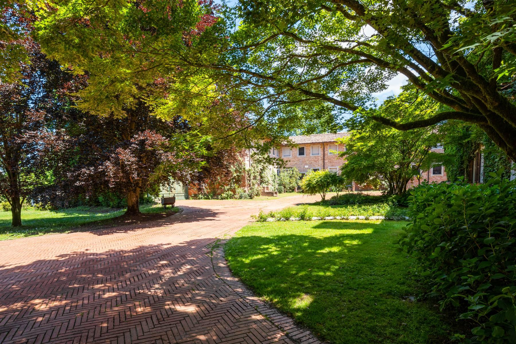 Magnifica proprietà immersa nel verde a Pavia - 30