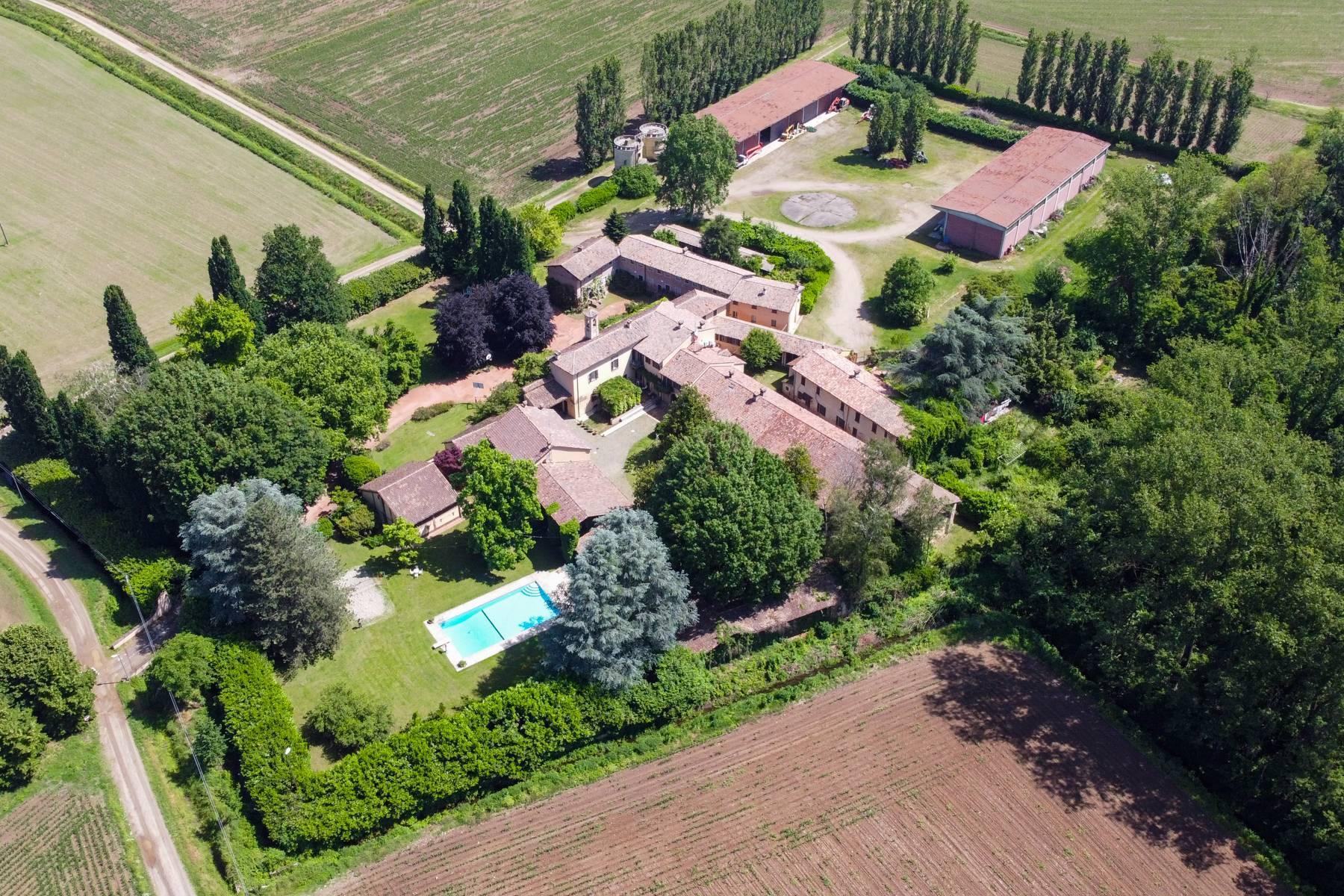 Magnifica proprietà immersa nel verde a Pavia - 32