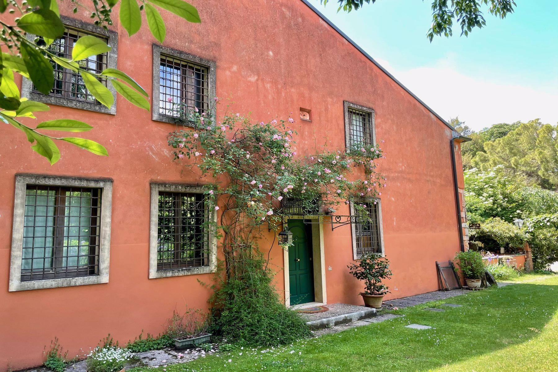 Charming farmhouse in a centuries-old park - 2