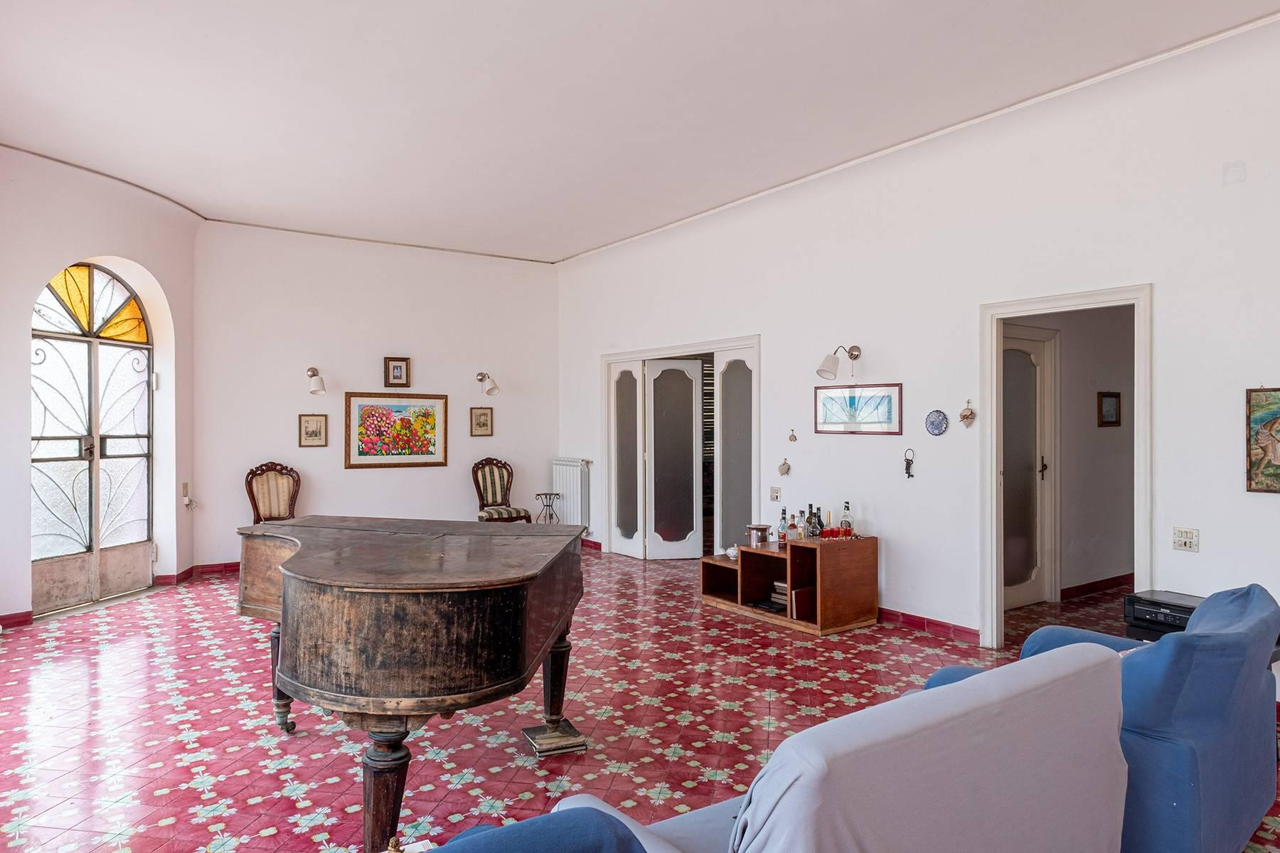Charming villa with direct access to the sea - 3