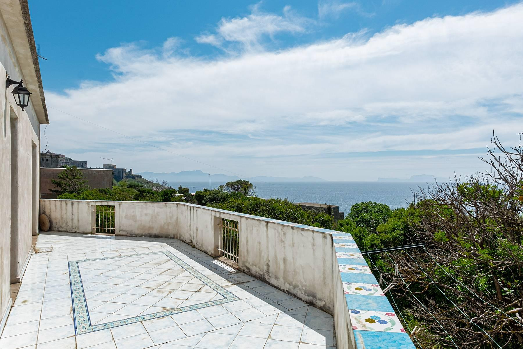 Charming villa with direct access to the sea - 1
