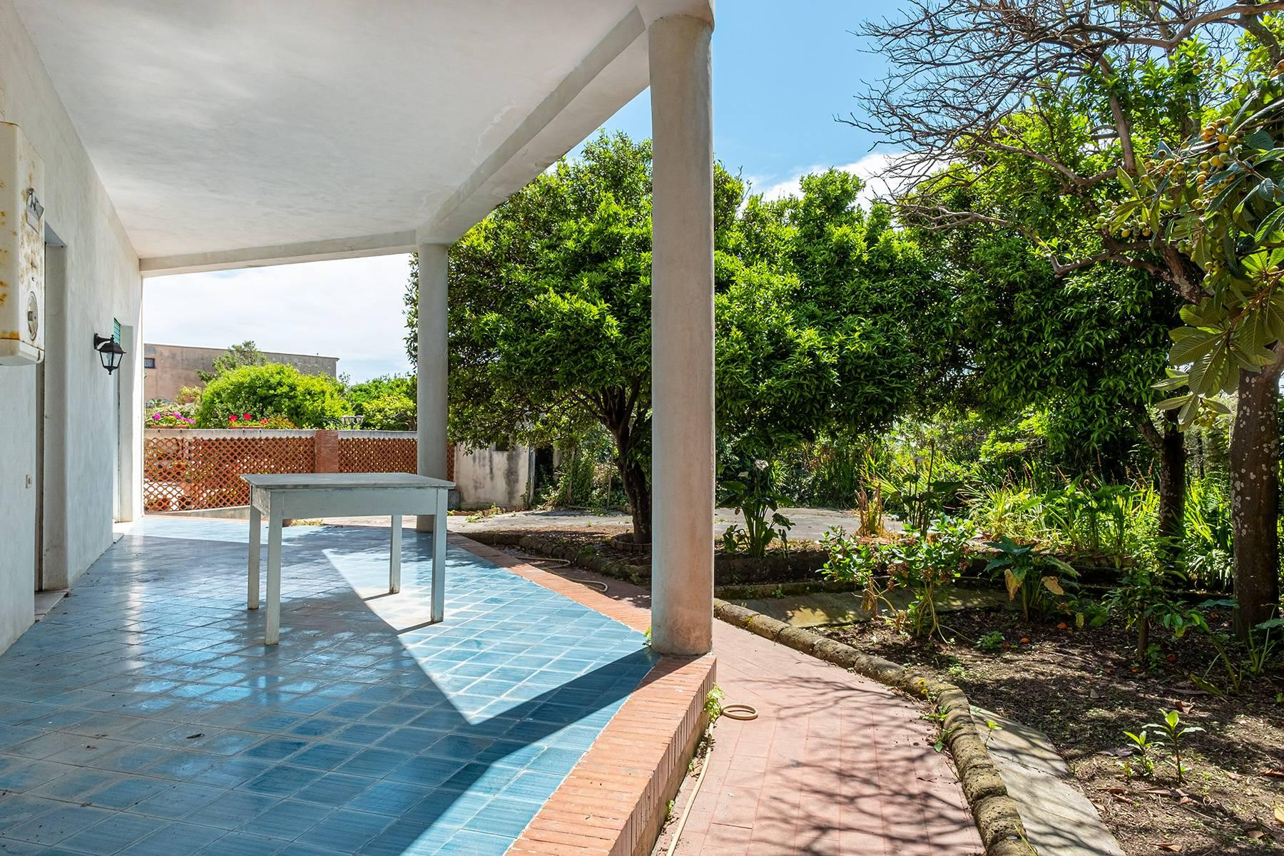 Charming villa with direct access to the sea - 12