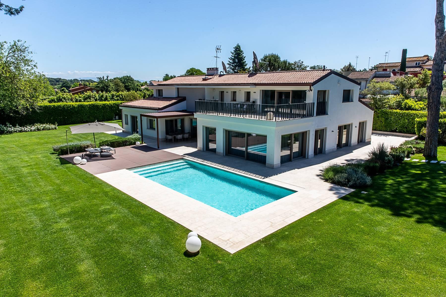 Wunderschöne moderne Villa mit Pool im Olgiata Stadtviertel - 1