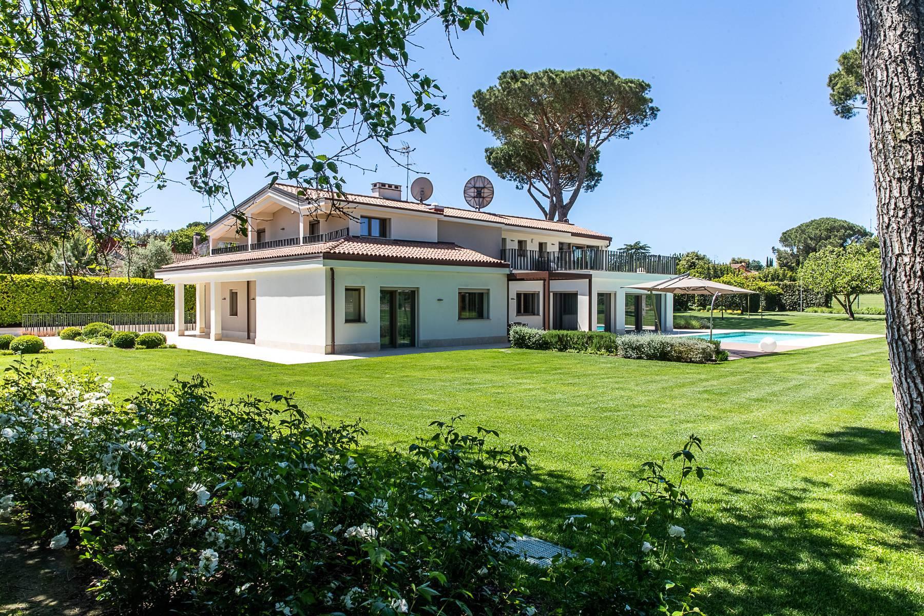 Splendida villa dal gusto contemporaneo con piscina all'Olgiata - 51
