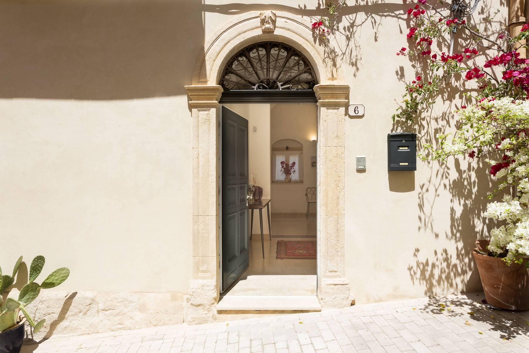 Old building in the historical center of Noto. - 47