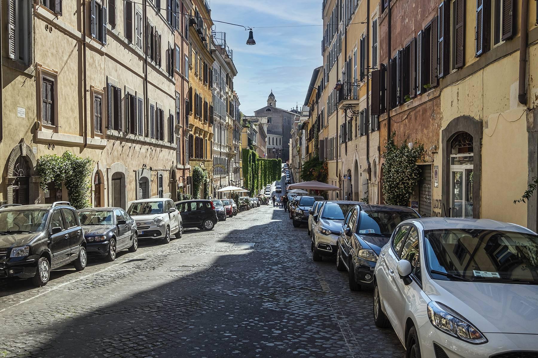 Elegant and bright apartment in Monti - 16