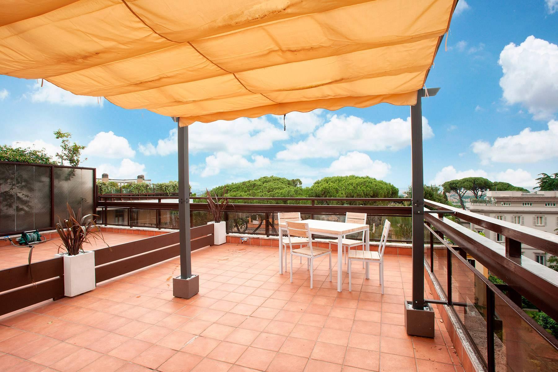 Design-Penthouse mit Panorama-Terrasse mitten im Grünen - 7