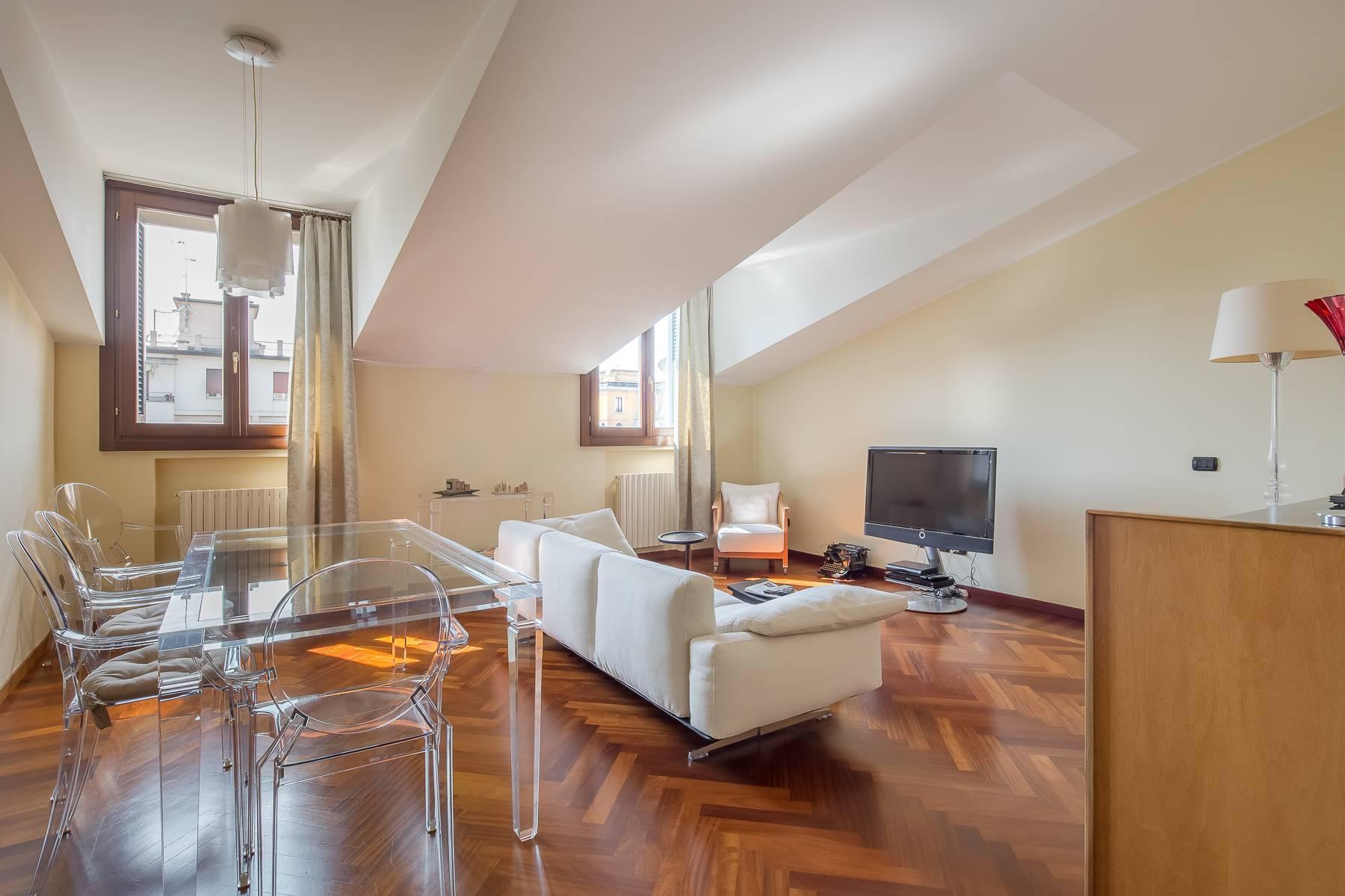 Grazioso appartamento mansardato con 4 camere in Magenta - 3