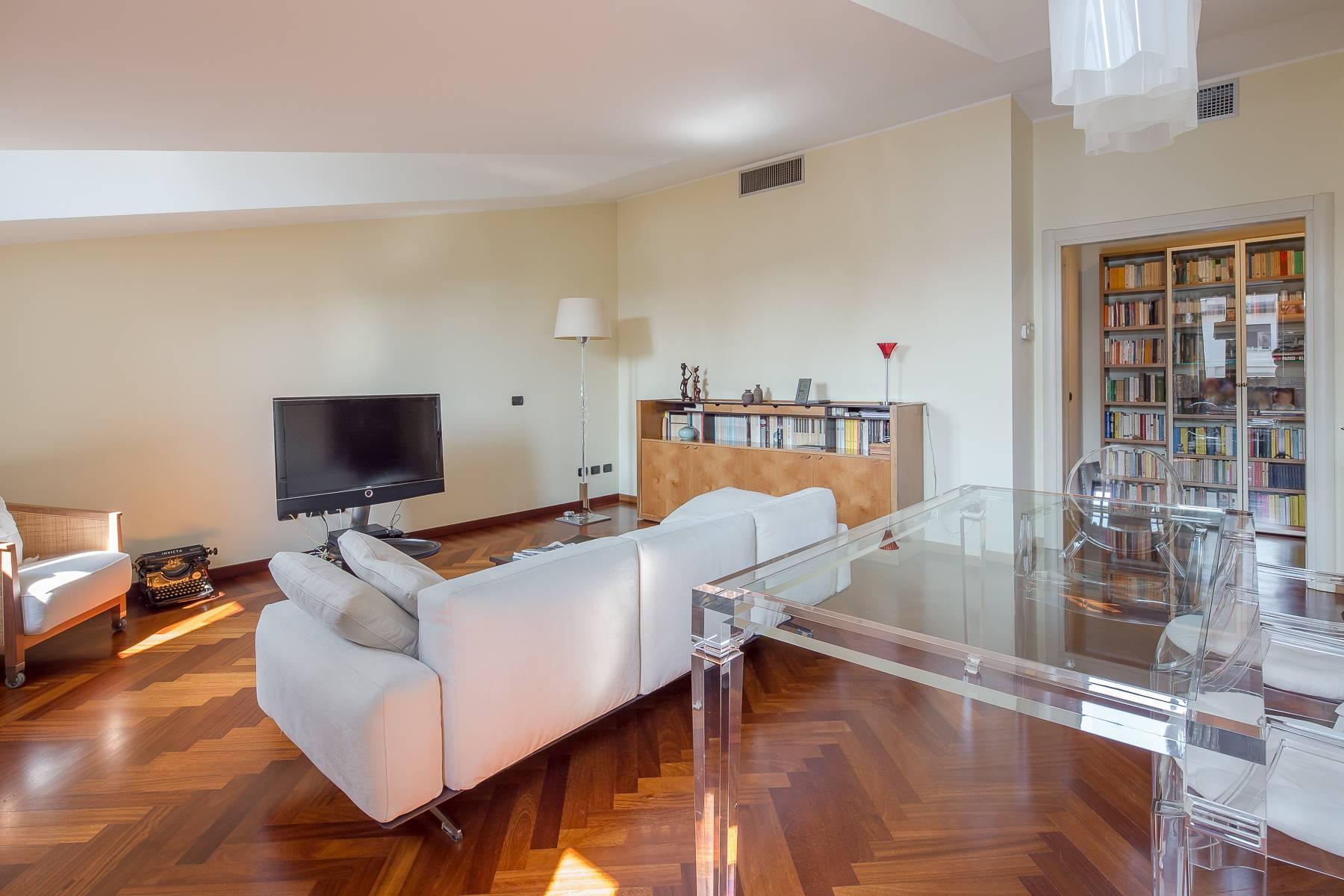 Grazioso appartamento mansardato con 4 camere in Magenta - 1