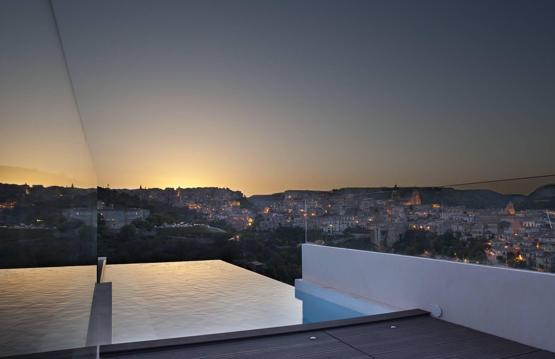Sofisticata villa con vista panoramica - 1