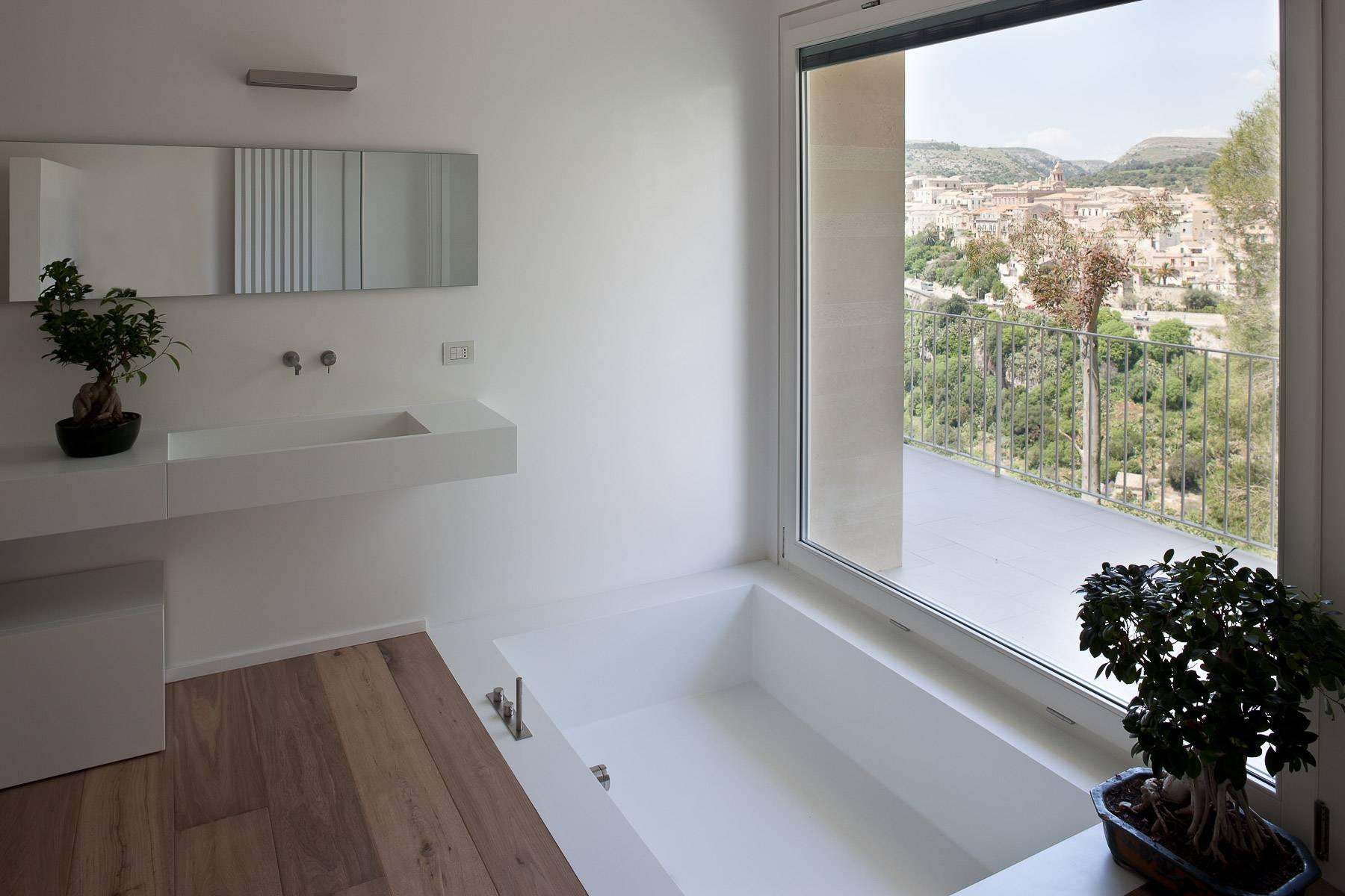 Anspruchsvolle Villa mit Panoramablick - 12