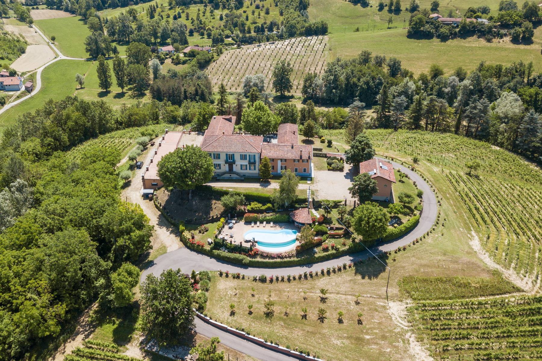 Elegante Villa mit wunderschönem Blick auf die Alpen - 24