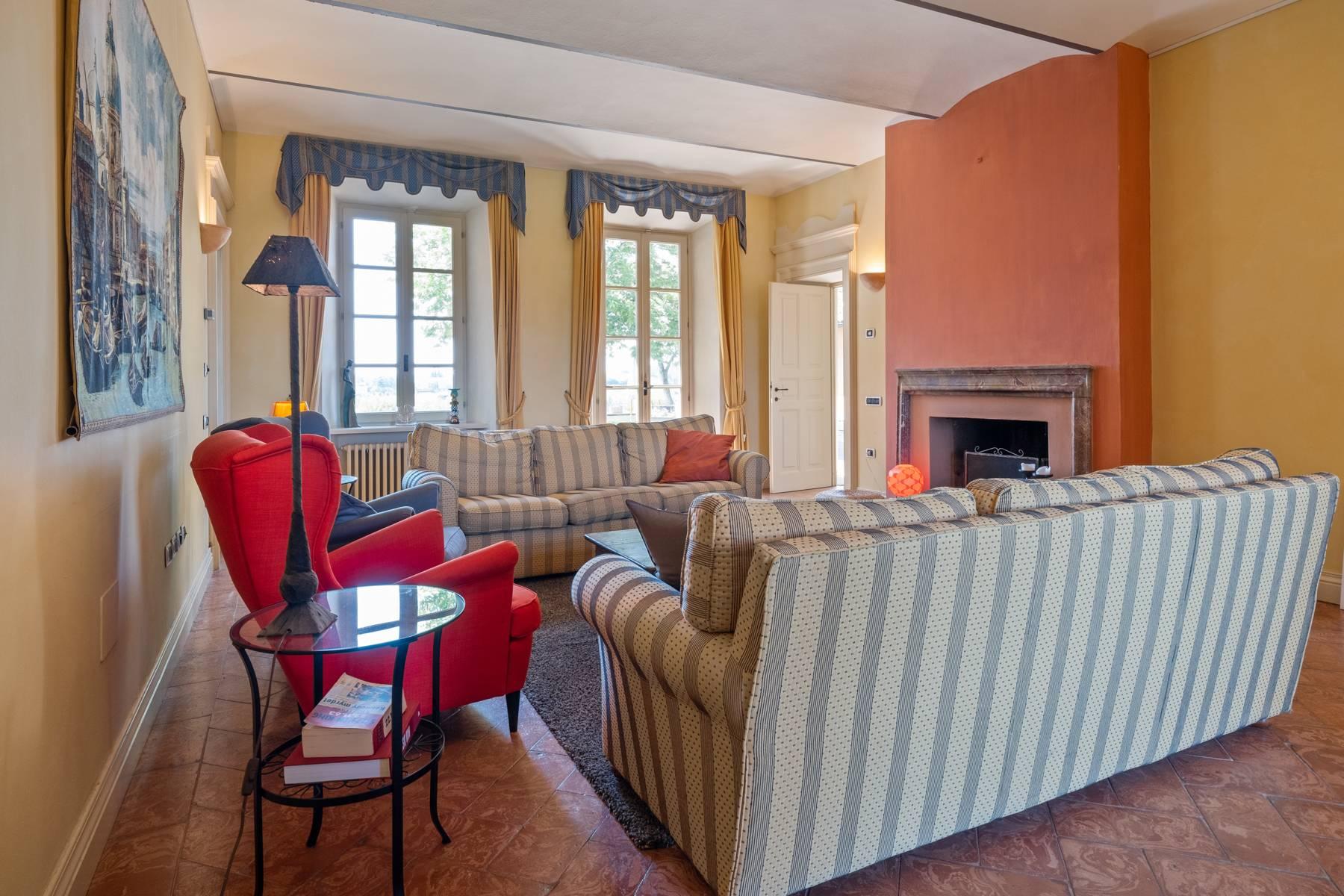 Elegante Villa mit wunderschönem Blick auf die Alpen - 25
