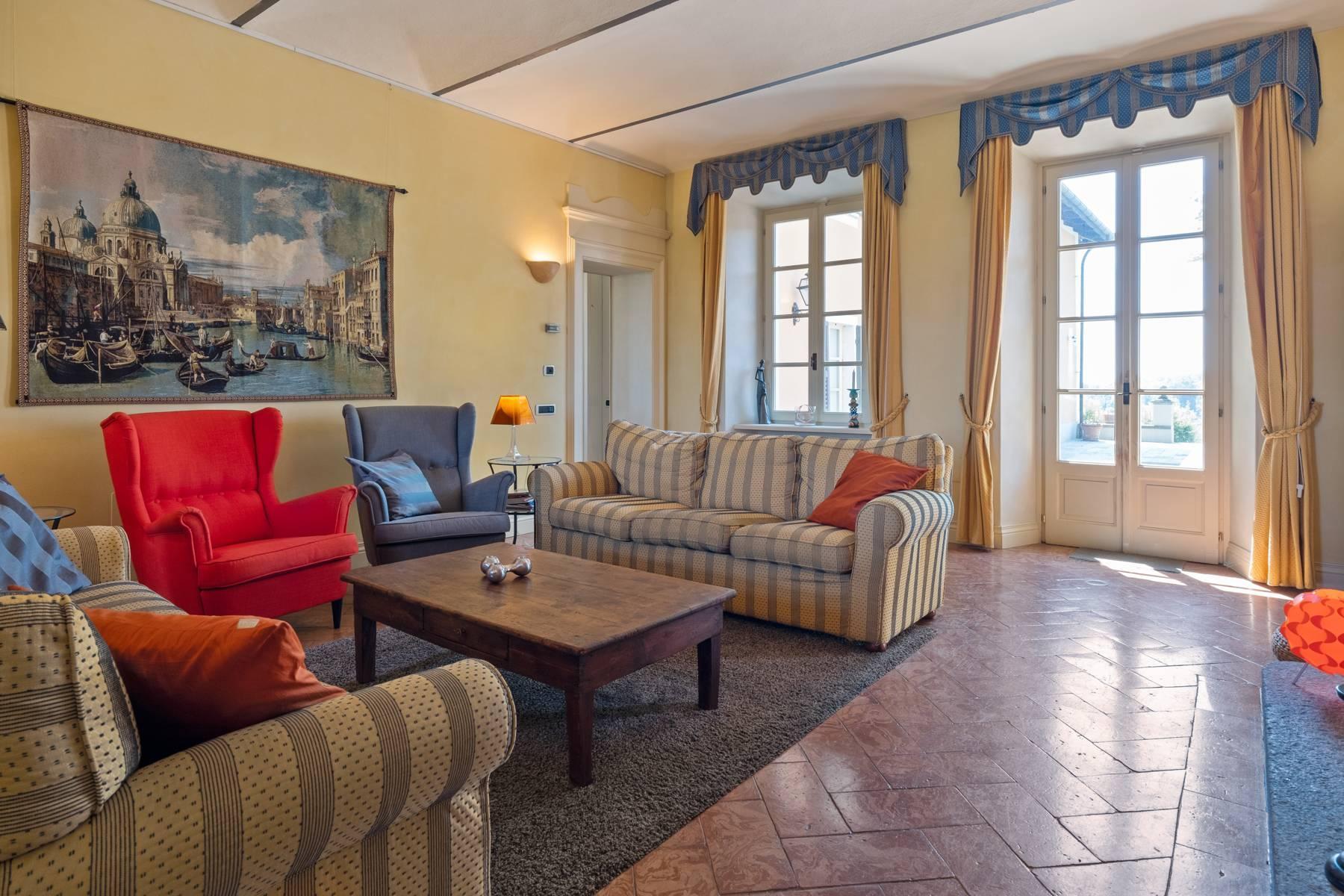 Elegante Villa mit wunderschönem Blick auf die Alpen - 23