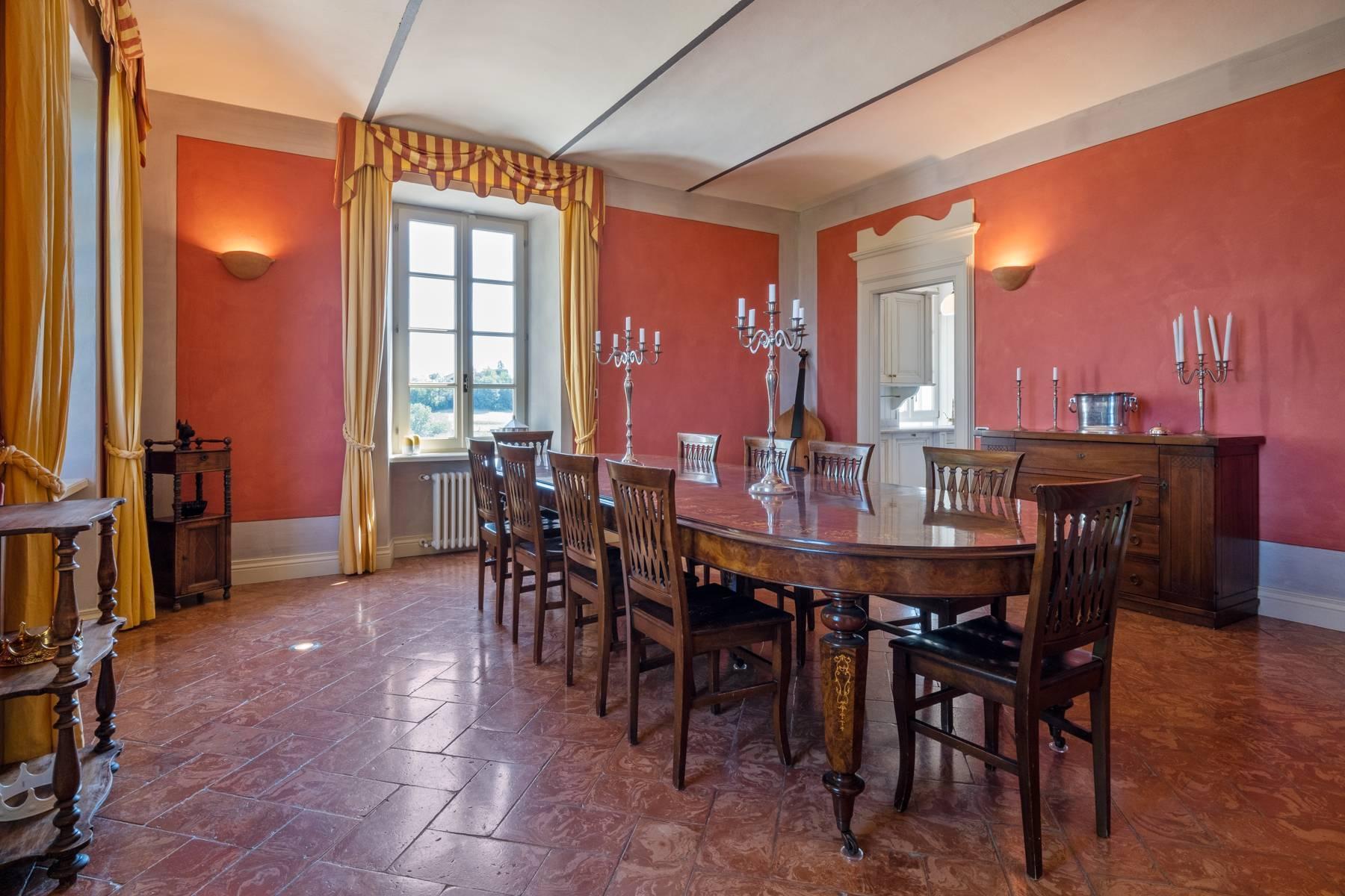 Elegante Villa mit wunderschönem Blick auf die Alpen - 27