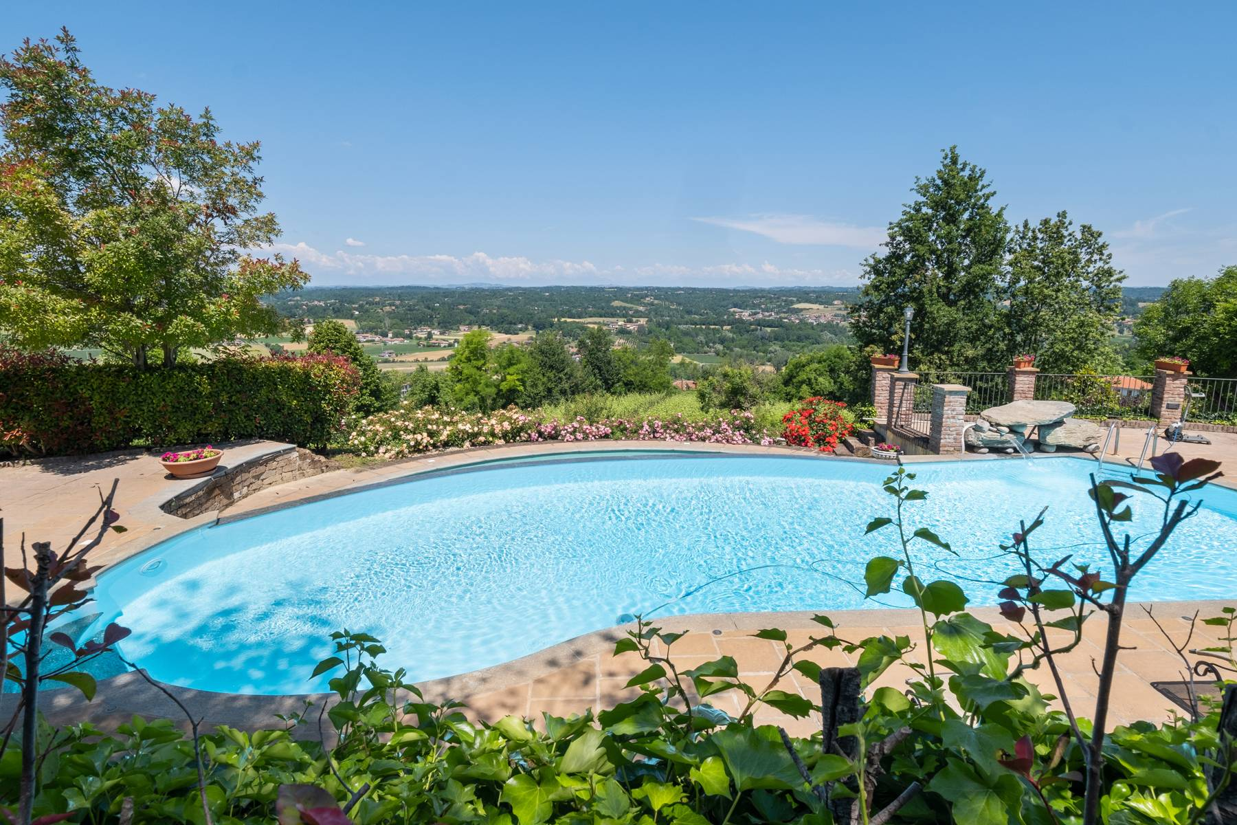 Elegante Villa mit wunderschönem Blick auf die Alpen - 42