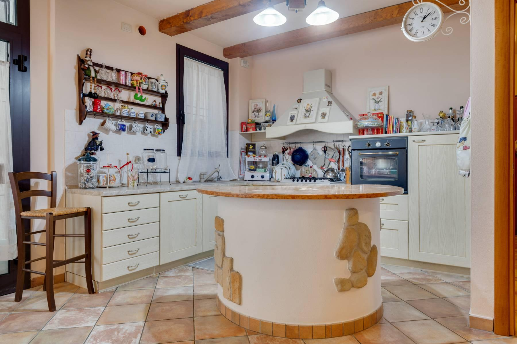 Independent villa with wide garden, just a few steps from the Lake - 12