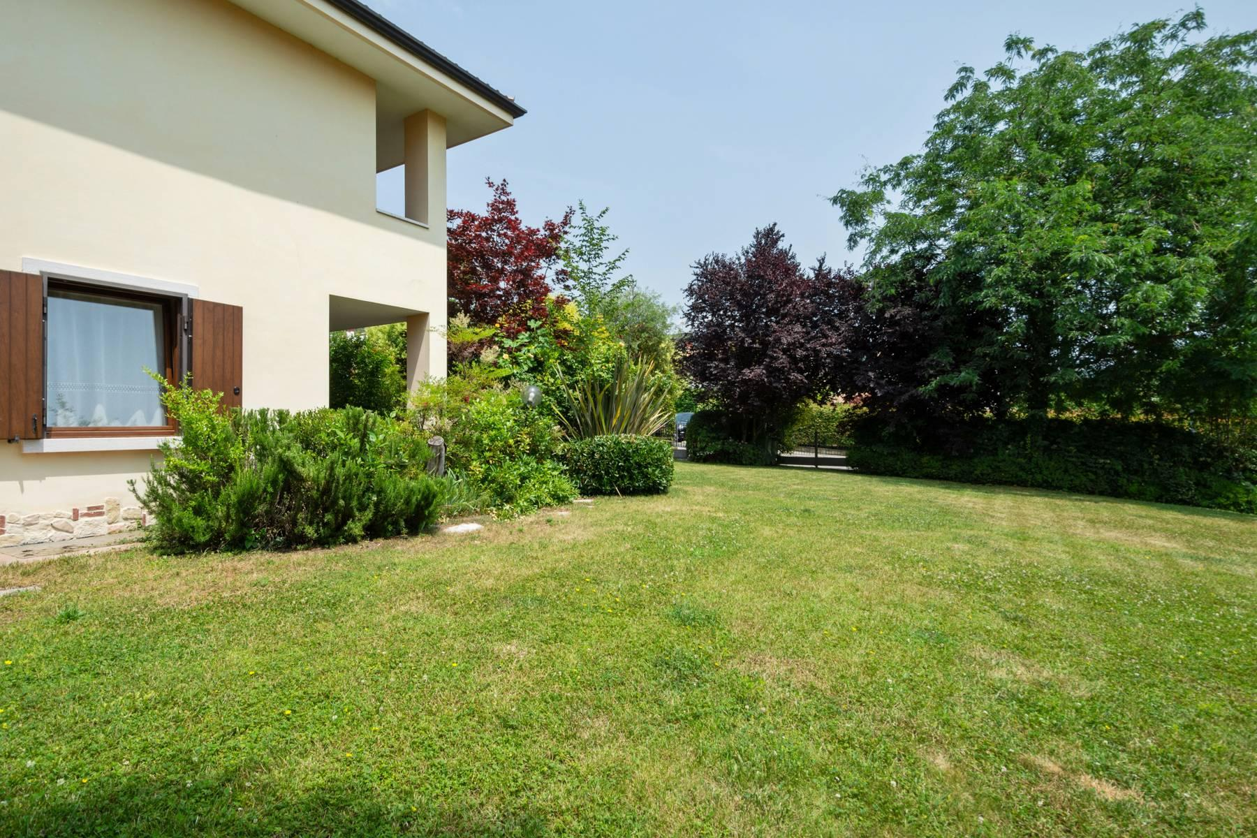 Independent villa with wide garden, just a few steps from the Lake - 22