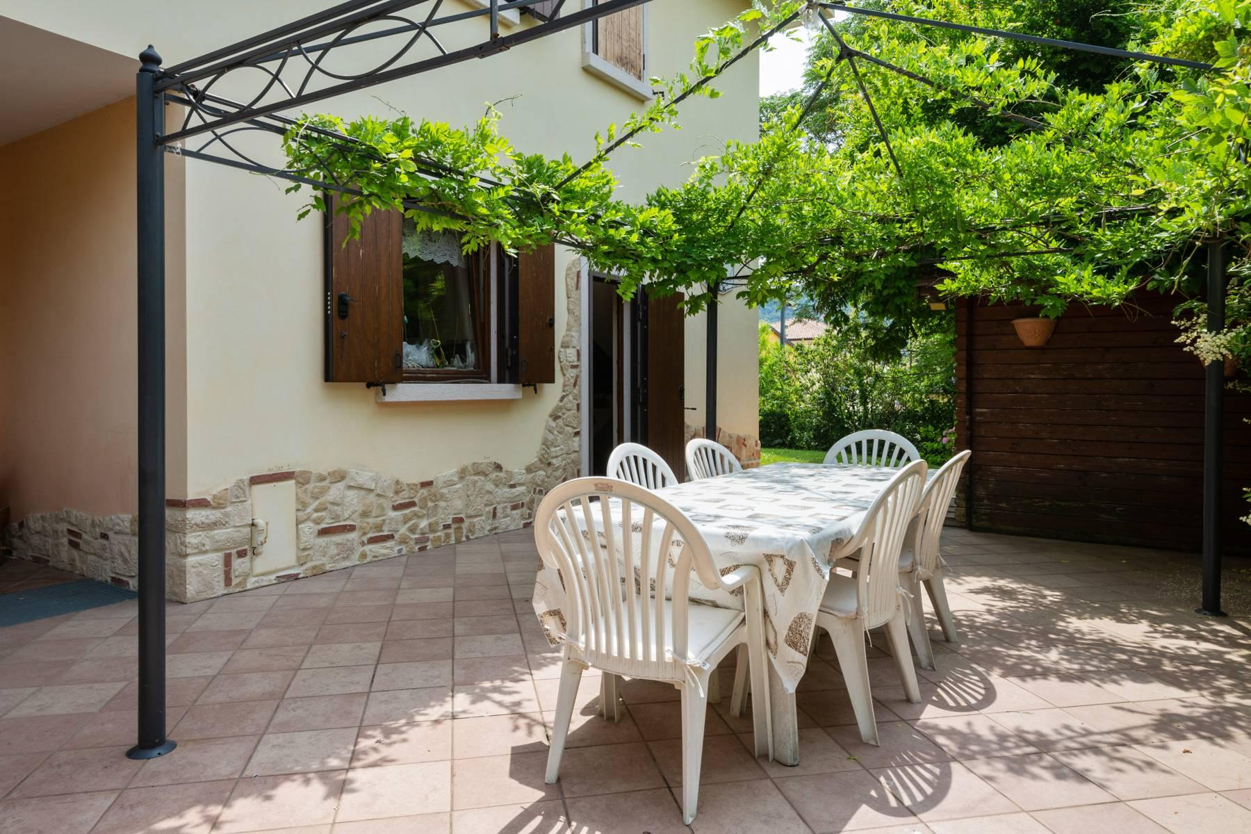Independent villa with wide garden, just a few steps from the Lake - 4